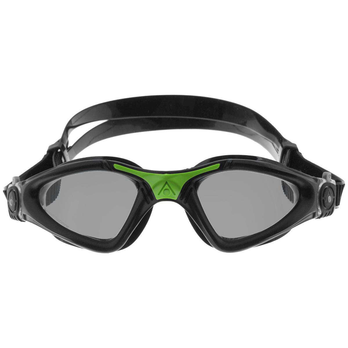 Очки для плавания Aqua Sphere Kayenne, темные линзы, цвет: черный, зеленыйTN 170850Модные и стильные очки для плавания Aqua Sphere Kayenne идеально подходят для плавания в бассейне или открытой воде. Оснащены линзами с антизапотевающим покрытием, которые устойчивы к появлению царапин. Мягкий комфортный обтюратор плотно прилегает к лицу. Запатентованные изогнутые линзы дают прекрасный обзор на 180° - без искажений. Рамка имеет гидродинамическую форму. Очки оснащены удобными быстрорегулируемыми пряжками. Материал: софтерил, plexisol.