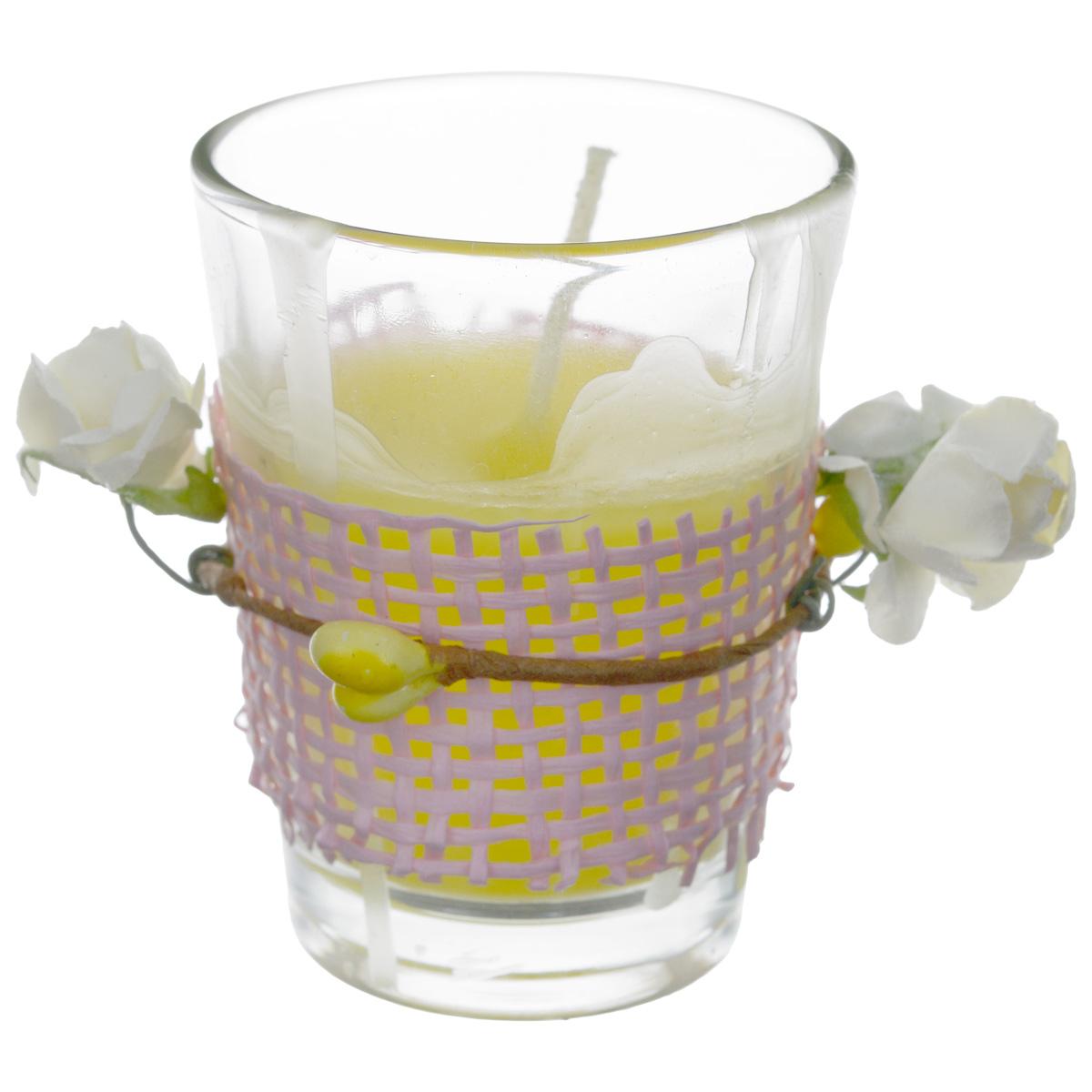 Свеча ароматизированная Sima-land Влечение. Апельсин, высота 6 см896688Ароматизированная свеча в стеклянном стакане Sima-land Влечение. Апельсин выполнена из высококачественного цветного воска. Стакан украшен декоративными бумажными цветами. Изделие отличается оригинальным дизайном и приятным ароматом апельсина. Такая свеча может стать отличным подарком или дополнить интерьер вашей комнаты.