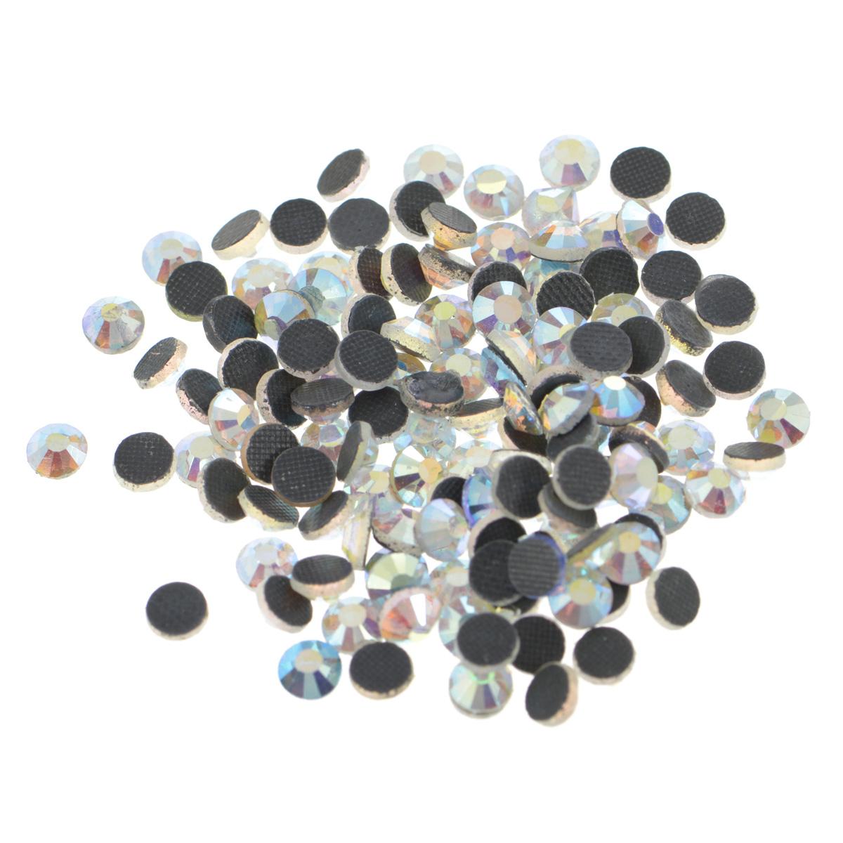Стразы термоклеевые Cristal, цвет: белый (215АВ), диаметр 4,8 мм, 144 шт7706832_215АВНабор термоклеевых страз Cristal, изготовленный из высококачественного акрила, позволит вам украсить одежду, аксессуары или текстиль. Яркие стразы имеют плоское дно и круглую поверхность с гранями. Дно термоклеевых страз уже обработано особым клеем, который под воздействием высоких температур начинает плавиться, приклеиваясь, таким образом, к требуемой поверхности. Чаще всего их используют в текстильной промышленности: стразы прикладывают к ткани и проглаживают утюгом с обратной стороны. Также можно использовать специальный паяльник. Украшение стразами поможет сделать любую вещь оригинальной и неповторимой. Диаметр стразы: 4,8 мм.
