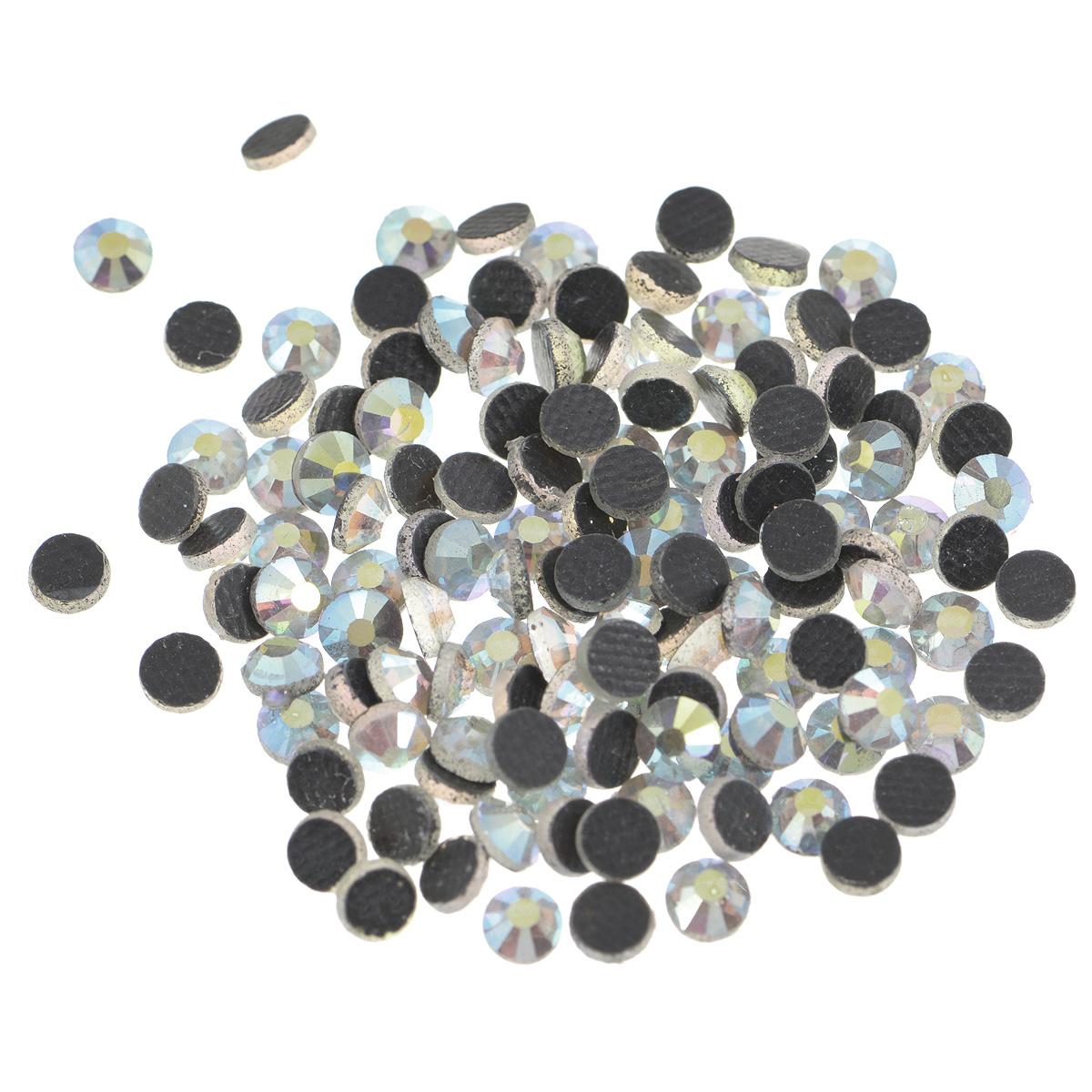 Стразы термоклеевые Cristal, цвет: белый (001АВ), диаметр 4 мм, 144 шт7706831_001АВНабор термоклеевых страз Cristal, изготовленный из высококачественного акрила, позволит вам украсить одежду, аксессуары или текстиль. Яркие стразы имеют плоское дно и круглую поверхность с гранями. Дно термоклеевых страз уже обработано особым клеем, который под воздействием высоких температур начинает плавиться, приклеиваясь, таким образом, к требуемой поверхности. Чаще всего их используют в текстильной промышленности: стразы прикладывают к ткани и проглаживают утюгом с обратной стороны. Также можно использовать специальный паяльник. Украшение стразами поможет сделать любую вещь оригинальной и неповторимой. Диаметр стразы: 4 мм.