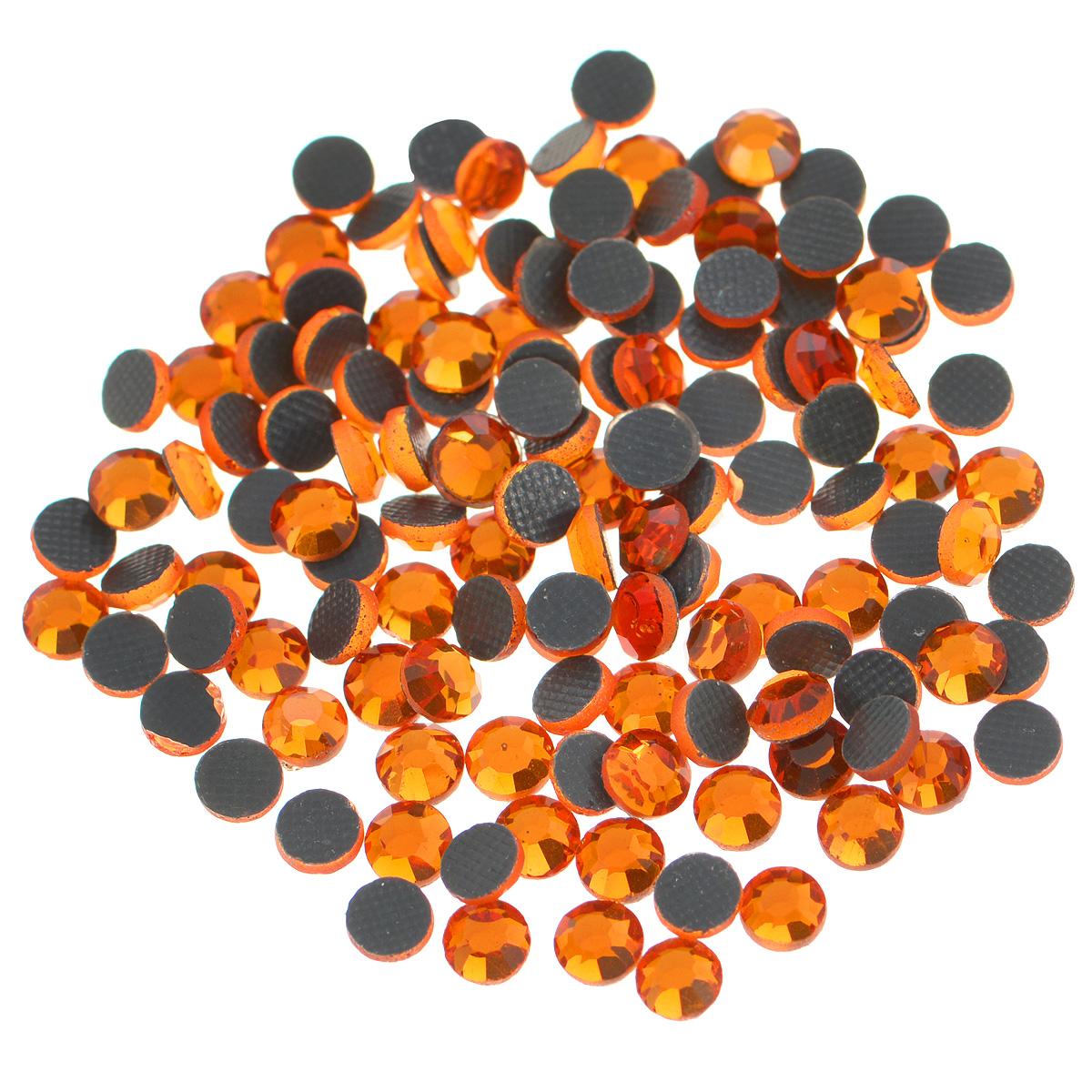 Стразы термоклеевые Cristal, цвет: гранатовый (248), диаметр 4 мм, 144 шт7706831_248Набор термоклеевых страз Cristal, изготовленный из высококачественного акрила, позволит вам украсить одежду, аксессуары или текстиль. Яркие стразы имеют плоское дно и круглую поверхность с гранями. Дно термоклеевых страз уже обработано особым клеем, который под воздействием высоких температур начинает плавиться, приклеиваясь, таким образом, к требуемой поверхности. Чаще всего их используют в текстильной промышленности: стразы прикладывают к ткани и проглаживают утюгом с обратной стороны. Также можно использовать специальный паяльник. Украшение стразами поможет сделать любую вещь оригинальной и неповторимой. Диаметр стразы: 4 мм.