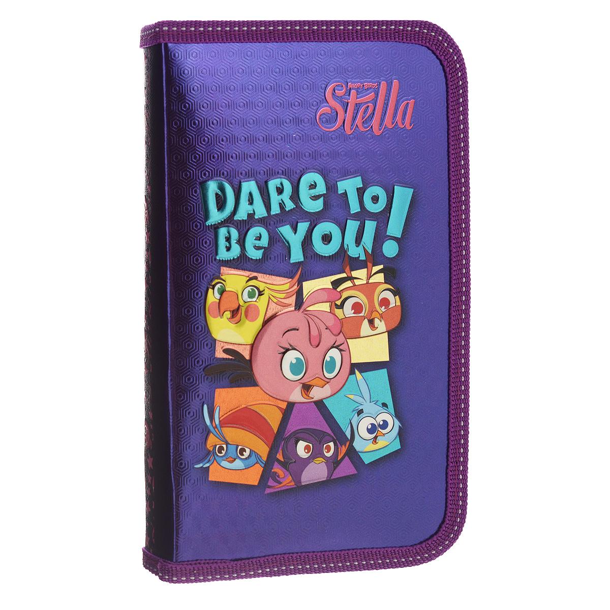 Пенал Action! Angry Birds: Stella, цвет: фиолетовыйSA-PC01-02/C49362_фиолетовыйПенал Action! Angry Birds: Stella станет не только практичным, но и стильным школьным аксессуаром для любого малыша. Пенал выполнен из прочного картона и закрывается на застежку-молнию. Состоит из одного вместительного отделения, в котором без труда поместятся канцелярские принадлежности. Внутри пенала находятся эластичные крепления для канцелярских принадлежностей. Для обеспечения дополнительной износоустойчивости, пенал отделан лентой из полиэстера по краю, а также дополнен закругленными уголками. Пенал оформлен изображением птичек из игры Angry Birds и надписью Dare to be you!. Такой пенал станет незаменимым помощником для школьника, с ним ручки и карандаши всегда будут под рукой и больше не потеряются.
