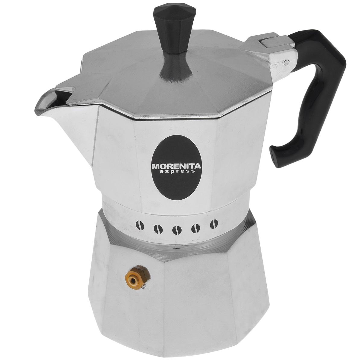 Кофеварка гейзерная Morenita Express, на 3 чашки, 200 мл62Компактная гейзерная кофеварка Morenita Express изготовлена из высококачественного алюминия. Объема кофе хватает на 3 чашки. Изделие оснащено удобной пластиковой ручкой. Принцип работы такой гейзерной кофеварки - кофе заваривается путем многократного прохождения горячей воды или пара через слой молотого кофе. Удобство кофеварки в том, что вся кофейная гуща остается во внутренней емкости. Гейзерные кофеварки пользуются большой популярностью благодаря изысканному аромату. Кофе получается крепкий и насыщенный. Теперь и дома вы сможете насладиться великолепным эспрессо. Подходит для газовых, электрических и стеклокерамических плит. Объем: 200 мл.