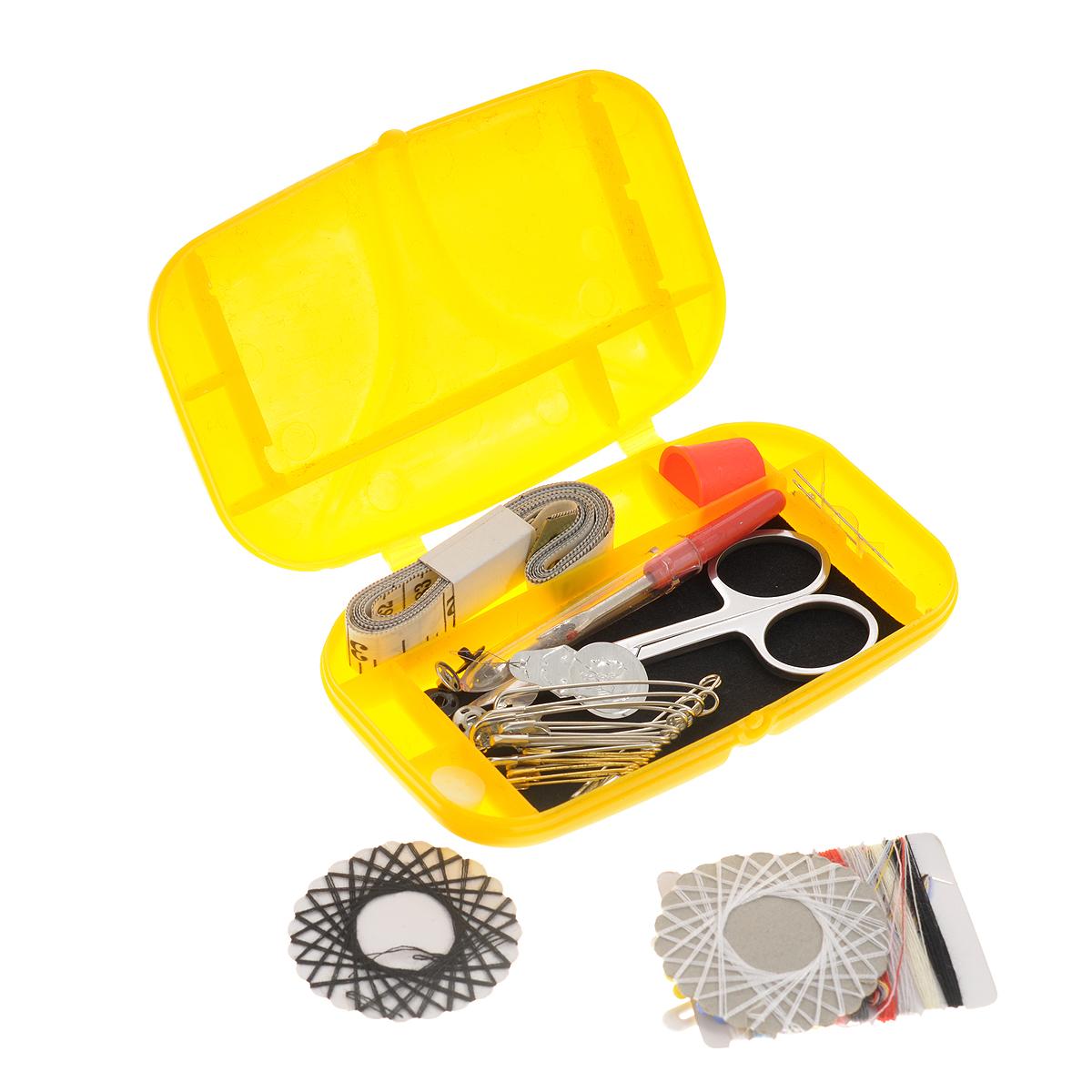 Швейный набор Prym, для путешествий и домашнего хозяйства, цвет: желтый651239_желтыйШвейный набор Prym состоит из пришивных кнопок, пуговиц для рубашки, трех игл для шитья, нитей разных цветов, булавок, нитевдевателя, английских булавок, ножниц, измерительной ленты, распарывателя швов, булавки для протягивания резинки, наперстка, ножниц. Предметы набора хранятся в пластиковом чехле. Этот компактный набор станет не заменимым помощником в путешествиях и командировках. Размер игл: №18-24. Размер ножниц: 8,5 см х 4,5 см х 0,3 см. Длина игл: 3,8 см; 3,4 см. Длина распарывателя: 6,5 см. Длина ленты: 1,5 м. Размер чехла: 13 см х 8 см х 2,5 см.