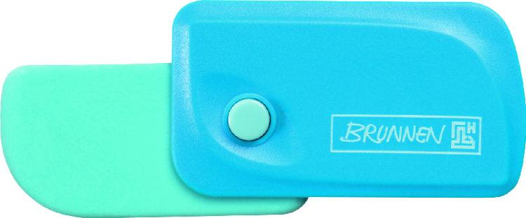Brunnen Ластик Клик, цвет: голубой29967-32\BCDАвтоматический ластик Brunnen Клик станет незаменимым аксессуаром на рабочем столе не только школьника или студента, но и офисного работника. Ластик в пластиковом прямоугольном корпусе голубого цвета. На корпусе имеются отверстия для подвесок и брелоков. Ластик выдвигается из корпуса с приятным приглушенным щелчком (сбоку на корпусе есть кнопка для выдвижения ластика). Выдвигающийся ластик имеет прямоугольную форму со слегка закругленным одним краем.