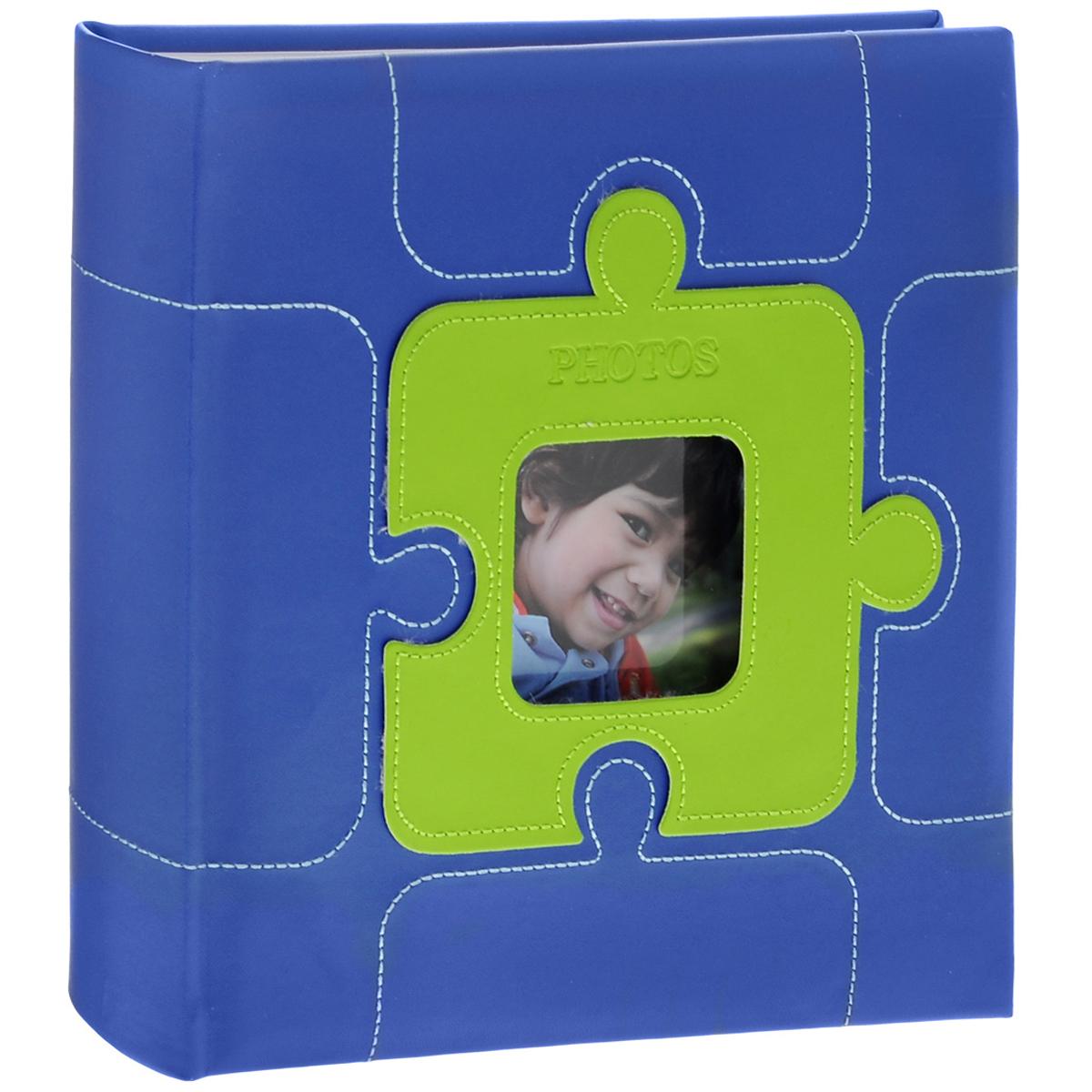 Фотоальбом Image Art, цвет: синий, 200 фотографий, 10 х 15 см5055283030591Фотоальбом Image Art поможет красиво оформить ваши самые интересные фотографии. Обложка выполнена из толстого картона, обтянутого искусственной кожей. С лицевой стороны обложки имеется квадратное окошко для вашей самой любимой фотографии. Внутри содержится блок из 50 двусторонних листов с фиксаторами-окошками из полипропилена. Альбом рассчитан на 200 фотографий формата 10 см х 15 см. Для фотографий предусмотрено поле для записей. Переплет - книжный. Всегда так приятно вспоминать о самых счастливых моментах жизни, запечатленных на фотографиях. Поэтому фотоальбом является универсальным подарком к любому празднику. Количество листов: 50. Размер фотографии: 10 см х 15 см. Размер фотоальбома: 22 см х 22 см.