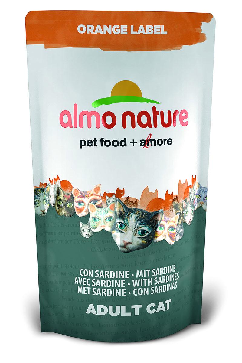 Для Кастрированных кошек с Сардинами (Orange label Cat Sardines), 750 г.23241Состав: мясо сардин и их производные 45% (из которых 27% свежего филе и 10% дегидрированного мяса), злаки, экстракт растительного белка, масла и жиры, дрожжи, минералы, субпродукты растительного происхождения. Питательные добавки: таурин 0,5 г/кг, L-карнитин 0,09 г/кг, витамин D3 269 МЕ/кг, витамин Е 135 мг/кг, витамин С 67 мг/кг, Микроэлементы: железо 8 мг/кг, медь 0,1 мг/кг, цинк 55 мг/кг, марганец 0,5 мг/кг Гарантированный анализ: белки – 35,7%, клетчатка – 1,3%, жиры – 12,1%, зола – 7,1%, влажность 8%. Калорийность – 3528 ккал/кг