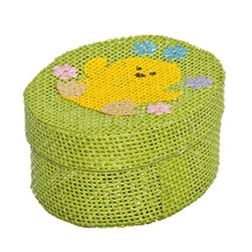 Шкатулка декоративная Home Queen Цыпленок, цвет: зеленый, 10,5 х 8 х 5 см66860_3Овальная шкатулка Home Queen Цыпленок изготовлена из бумаги. Крышка изделия украшена рельефным рисунком в виде цыпленка. Изящная шкатулка прекрасно подойдет для упаковки пасхального подарка для детей и взрослых, а также красиво украсит интерьер комнаты.