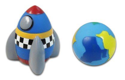 Жирафики ПВХ Набор Космос 2 предм.681053В наборе - космическая ракета и земной шар! Эти игрушки идеально подойдут для сюжетно-ролевых и развивающих игр. Игрушки безопасны для здоровья, они не сломаются и не разобьются. Играя, ребенок развивает воображение, познавательное мышление и мелкую моторику рук.