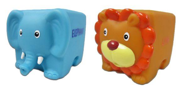 Жирафики ПВХ Набор Кубарики Джунгли 2 предм.681060Набор игрушек из ПВХ Кубарики. Джунгли состоит из двух фигурок - слона и льва. Забавные квадратные фигурки заставят улыбнуться даже заплакавшего малыша! Игрушки из ПВХ идеально подойдут для сюжетно-ролевых и развивающих игр; безопасны для здоровья, не сломаются и не разобьются. Играя, ребенок развивает воображение, познавательное мышление и мелкую моторику рук.
