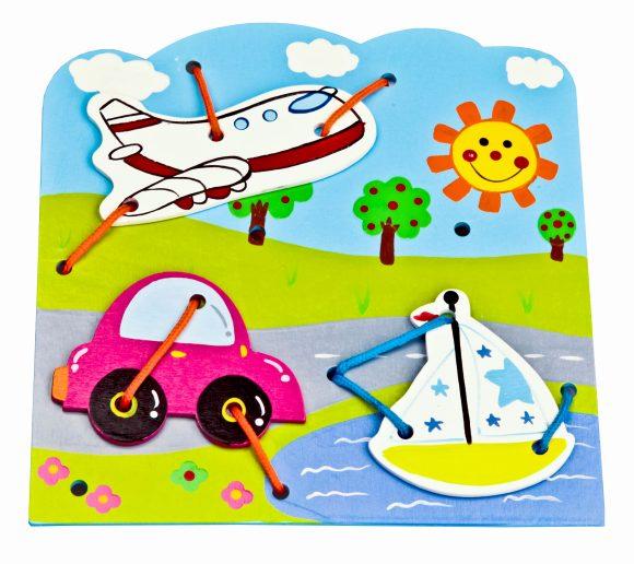 Mapacha Игра-шнуровка Транспорт76519Шнуровка – развивающая игрушка для малыша. Задача ребенка - прикрепить различные детали к основной фигуре, прошнуровав их. Играя, ребенок развивает мелкую моторику рук и пространственное мышление.