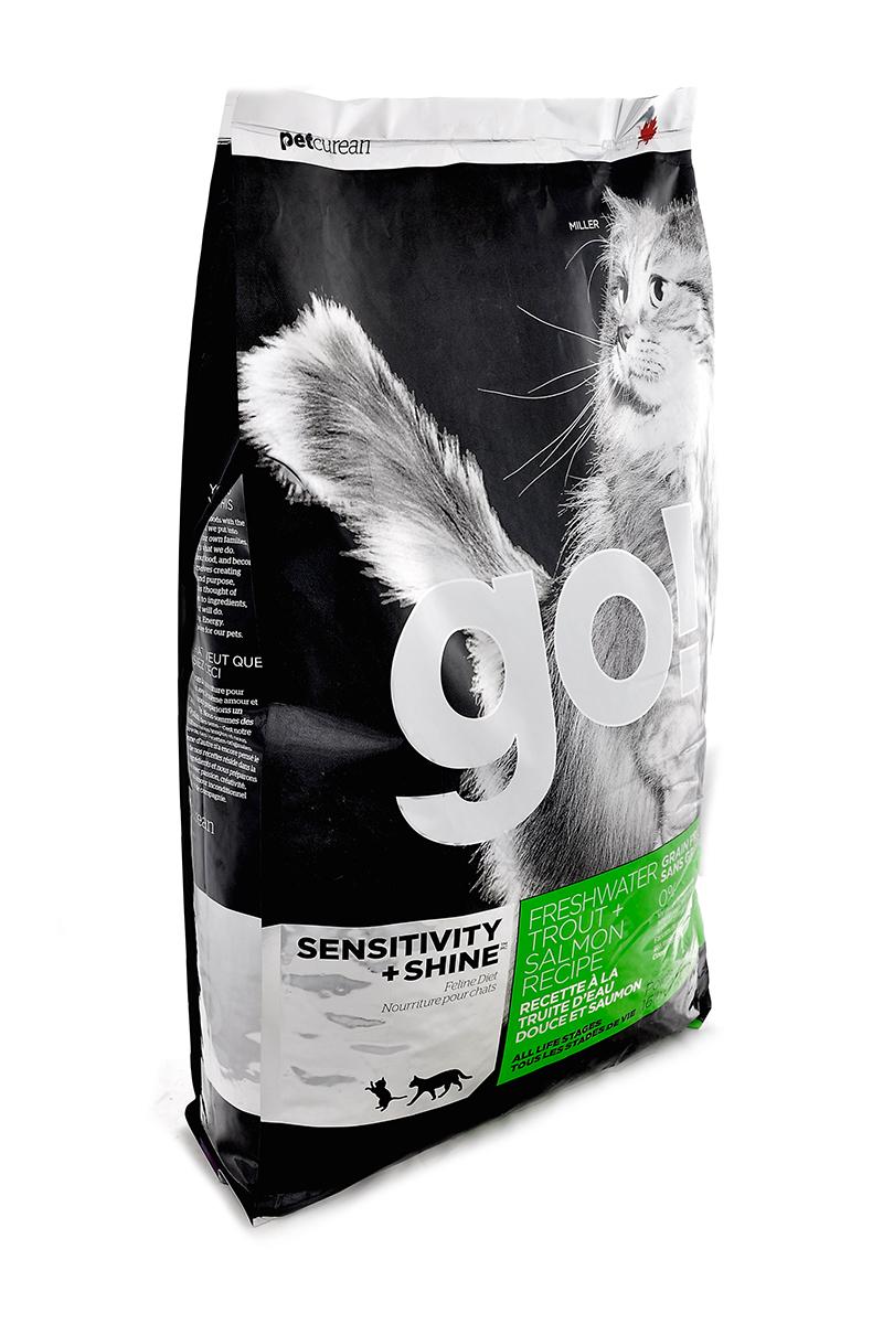 Корм сухой Go! для кошек и котят с чувствительным пищеварением, беззерновой, с форелью и лососем, 7,26 кг20037Беззерновой сухой корм Go! для котят и кошек - это полностью сбалансированный корм из свежего мяса канадской пресноводной форели, лосося, сельди, приправленный картофелем, тыквой, шпинатом. Идеально подходит кошкам с чувствительным пищеварением, склонным к аллергиям и кошкам с длинной роскошной шерстью. Ключевые преимущества: - Форель, лосось, омега-масла в составе необходимы для здоровой кожи и блестящей шерсти, - Восхитительный вкус, приятный аромат, - Мелкие крокеты будут по вкусу самым привередливым кошкам, - Не содержит субпродуктов, красителей, говядины, мясных ингредиентов, выращенных на гормонах, - Таурин необходим для здоровья глаз и нормального функционирования сердечной мышцы, - Пробиотики и пребиотики обеспечивают здоровое пищеварение, - Омега-масла в составе необходимы для здоровой кожи и шерсти, - Антиоксиданты укрепляют иммунную систему. Состав: филе форели, свежее мясо лосося, свежее...