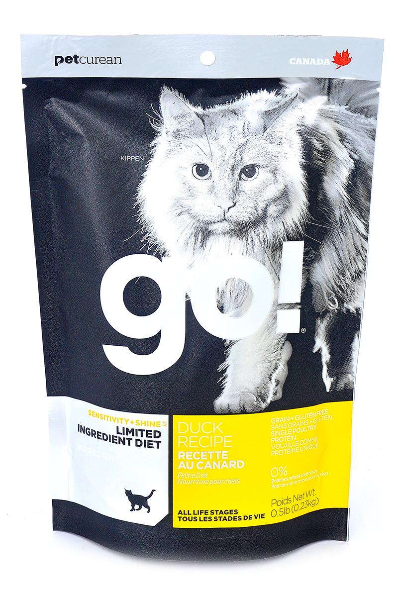 Корм сухой Go! для кошек и котят с чувствительным пищеварением, беззерновой, с уткой, 230 г20329Беззерновой сухой корм Go! для котят и кошек - это полностью сбалансированный корм, в составе которого используется утка в качестве единственного источника белка. Корм разработан специально для кошек с особыми диетическими потребностями и пищевой чувствительностью. Состав: филе утки, дегидрированное мясо утки, яичный порошок, горох, гороховая клетчатка, тапиока, чечевица, нут, куриный жир (с Витамином Е в качестве консерванта), льняное семя, натуральный ароматизатор, хлорид натрия, хлорид холина, карбонат кальция, высушенный корень цикория, фосфорная кислота, хлорид калия, витамины (витамин А, витамин D3 добавки, витамин Е, ниацин, инозит, L-аскорбил-2-полифосфат (источник витамина С), тиамин мононитрат, пантотенат d-кальция, рибофлавин, пиридоксин гидрохлорид, бета-каротин, фолиевая кислота, биотин, витамин В12), минералы (протеинат цинка, железа протеинат, меди протеинат, оксид цинка, марганца протеинат, сульфат меди, йодат кальция, сульфат железа,...