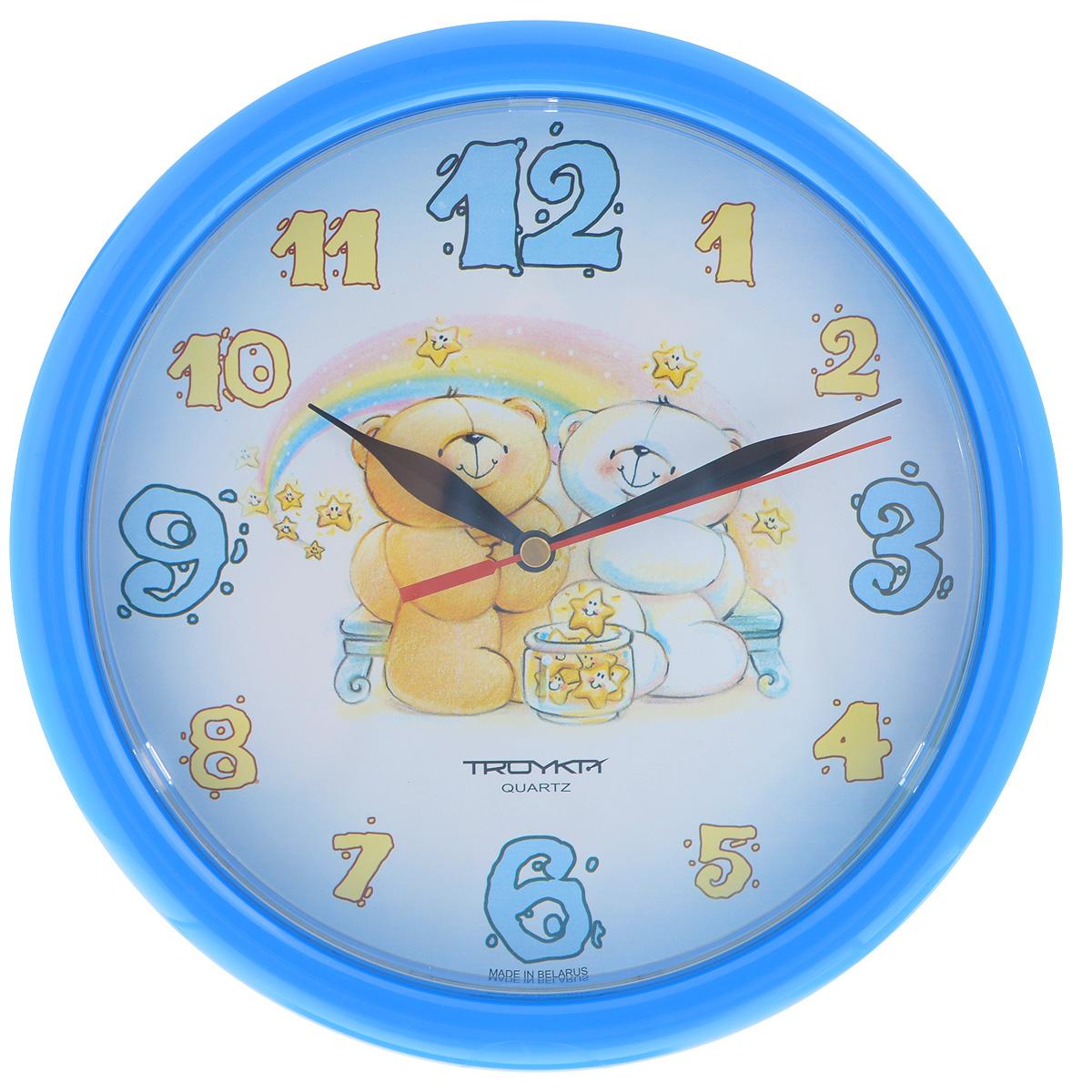 Часы настенные Troyka Медвежата, цвет: голубой. 2124123221241232Настенные кварцевые часы с модным дизайном Troyka Медвежата, изготовленные из пластика, подчеркнут стильность интерьера вашего дома. Круглые часы имеют три стрелки: часовую, минутную и секундную, их циферблат оформлен изображением медвежат и защищен прозрачным пластиком. Диаметр часов: 24,5 см. Часы работают от 1 батарейки типа АА напряжением 1,5 В (входит в комплект).