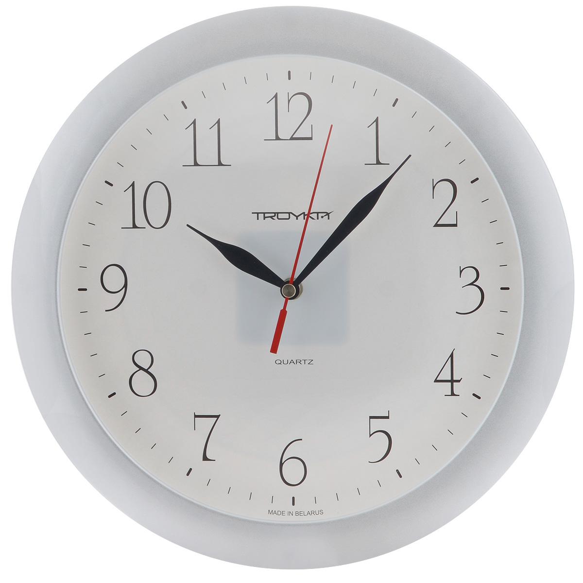 Часы настенные Troyka, цвет: серебристый. 1117011311170113Настенные кварцевые часы с классическим дизайном Troyka, изготовленные из пластика, прекрасно подойдут под интерьер вашего дома. Круглые часы имеют три стрелки: часовую, минутную и секундную, циферблат защищен прозрачным пластиком. Диаметр часов: 29 см. Часы работают от 1 батарейки типа АА напряжением 1,5 В (входит в комплект). Материал: пластик; размер: диаметр 290 мм; цвет: золотой