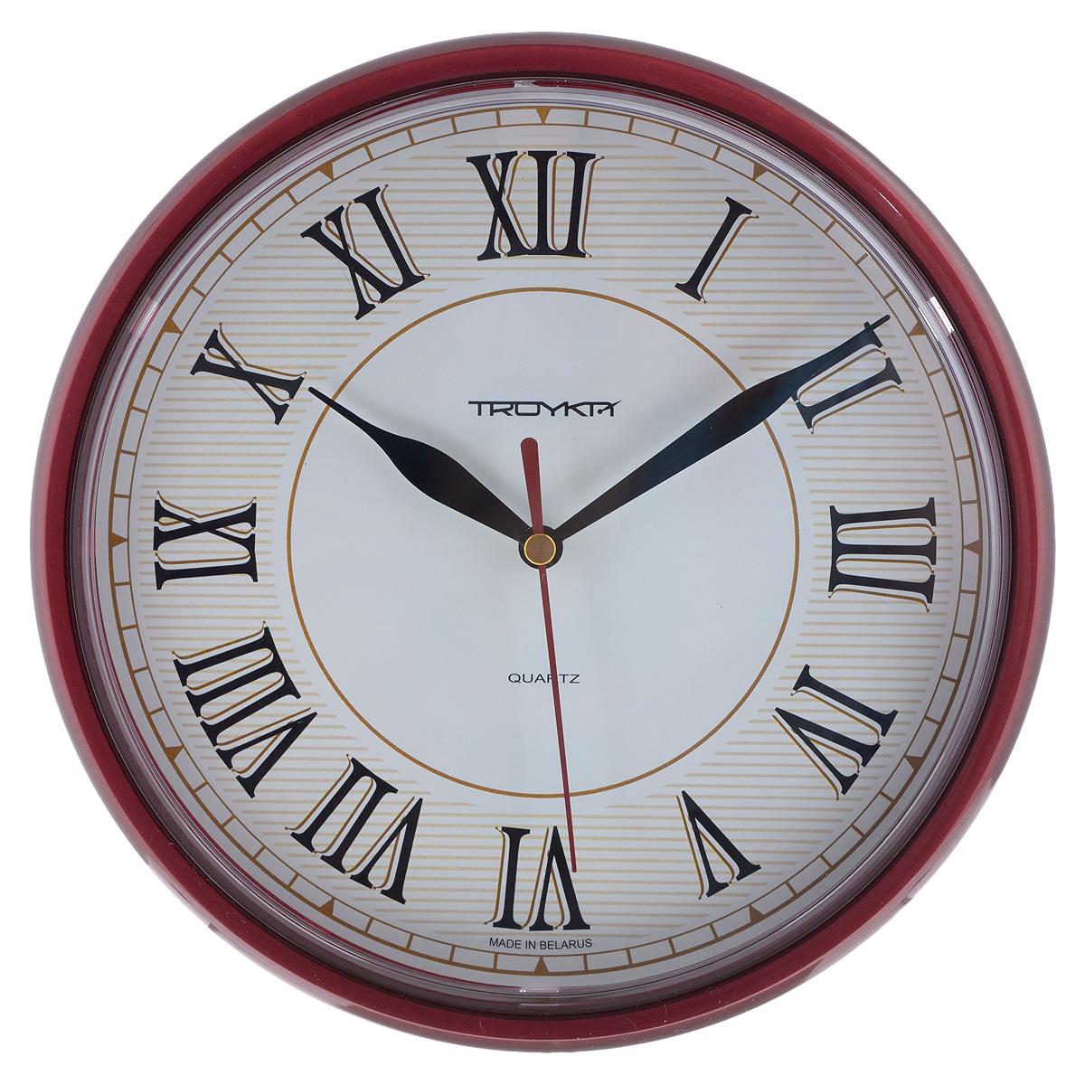 Часы настенные Troyka, цвет: коричневый. 9193191591931915Настенные кварцевые часы с классическим дизайном Troyka, изготовленные из пластика, прекрасно подойдут под интерьер вашего дома. Круглые часы имеют три стрелки: часовую, минутную и секундную, циферблат защищен прозрачным пластиком. Диаметр часов: 22,5 см. Часы работают от 1 батарейки типа АА напряжением 1,5 В (входит в комплект).
