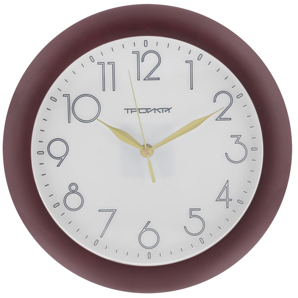 Часы настенные Troyka, цвет: вишневый, белый. 1116218311162183Настенные кварцевые часы с классическим дизайном Troyka, изготовленные из пластика, прекрасно подойдут под интерьер вашего дома. Круглые часы имеют три стрелки: часовую, минутную и секундную, циферблат защищен прозрачным пластиком. Диаметр часов: 30 см. Часы работают от 1 батарейки типа АА напряжением 1,5 В (входит в комплект).