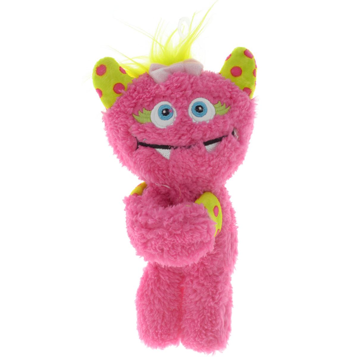 Gund Мягкая игрушка Monsteroos цвет розовый салатовый 19 см243561_розовыйОригинальная яркая игрушка Gund Monsteroos с забавной улыбкой непременно порадует своего обладателя. Игрушка изготовлена из мягкого текстильного материала с ворсом средней длины, благодаря чему ее будет приятно держать в руках, а насыщенные розовый и салатовый цвета обязательно поднимут настроение. Основание лап маленького монстра изготовлено из мягкого пластика с помощью которого он легко может держаться, например за запястье.