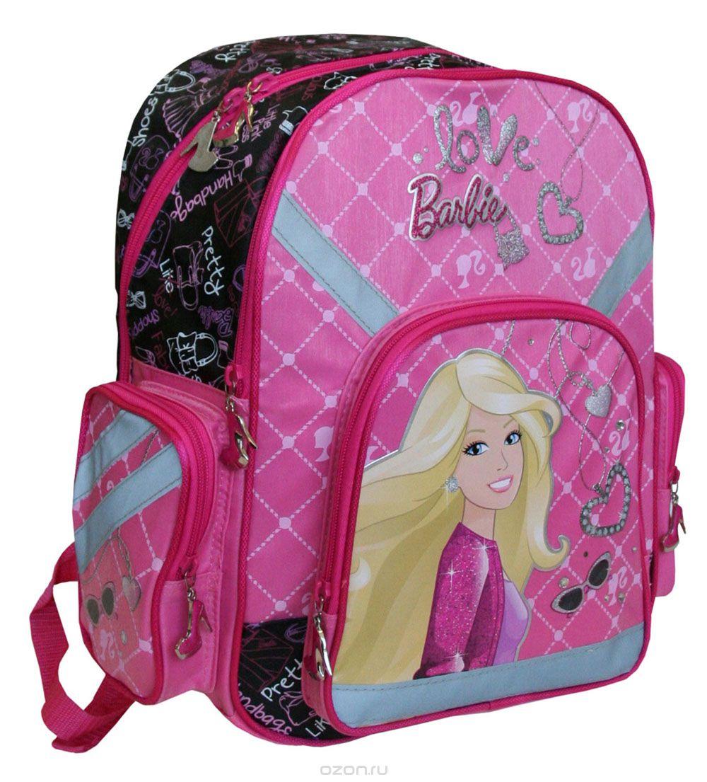 Рюкзак Barbie, цвет: розовый, малиновый. BRAB-RT2-9621BRAB-RT2-9621Спинка рюкзака Barbie выполнена с использованием высокотехнологичного упругого материала (EVA) и специально расположенных эргономических элементов с воздухообменной сеткой, служащих для правильного и безопасного распределения нагрузки на спину ребенка. Лямки рюкзака специальной S-образной формы с поролоном и воздухообменной сеткой регулируются по длине. Данные конструктивные особенности помогут обеспечить максимальный комфорт при ношении рюкзака за спиной ребенку любой комплекции. Рюкзак Barbie имеет два больших отделения на молнии. Основное отделение с двумя разделителями. Вместительное дополнительное отделение, вмещающее изделия форматом до А4 включительно. Рюкзак снабжен двумя боковыми карманами, вместительным фронтальным карманом на молнии и текстильной ручкой с резиновым захватом. Дно рюкзака можно сделать жестким, разложив специальную панель с пластиковой вставкой, что повышает сохранность содержимого рюкзака и способствует правильному распределению нагрузки.