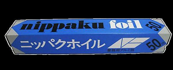 Фольга алюминиевая Nippaku, 30 cм х 50 м301032Алюминиевая фольга Nippaku отличается повышенной прочностью - на 50% больше, чем у других аналогов. Упаковка снабжена специальным удобным резаком. Фольга предназначена для быстрой и гигиенической упаковки продуктов, сохраняет вкус и аромат, защищает от высыхания. Также незаменима при запекании мяса, птицы, рыбы и овощей. Позволяет сохранить натуральный вкус и пищевую ценность продуктов. Размер (ШхД): 30 cм х 50 м.