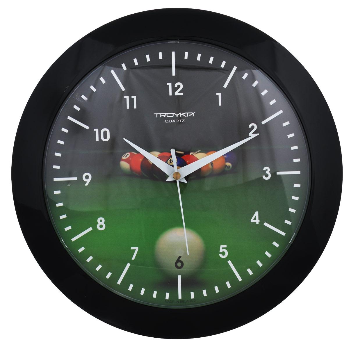Часы настенные Troyka Бильярд. 5150052151500521Настенные кварцевые часы Troyka Бильярд, изготовленные из пластика, прекрасно подойдут под интерьер вашего дома. Круглые часы имеют три стрелки: часовую, минутную и секундную, циферблат украшен изображением бильярдных шаров на столе и защищен прозрачным пластиком. Диаметр часов: 30,5 см. Часы работают от 1 батарейки типа АА напряжением 1,5 В (входит в комплект).