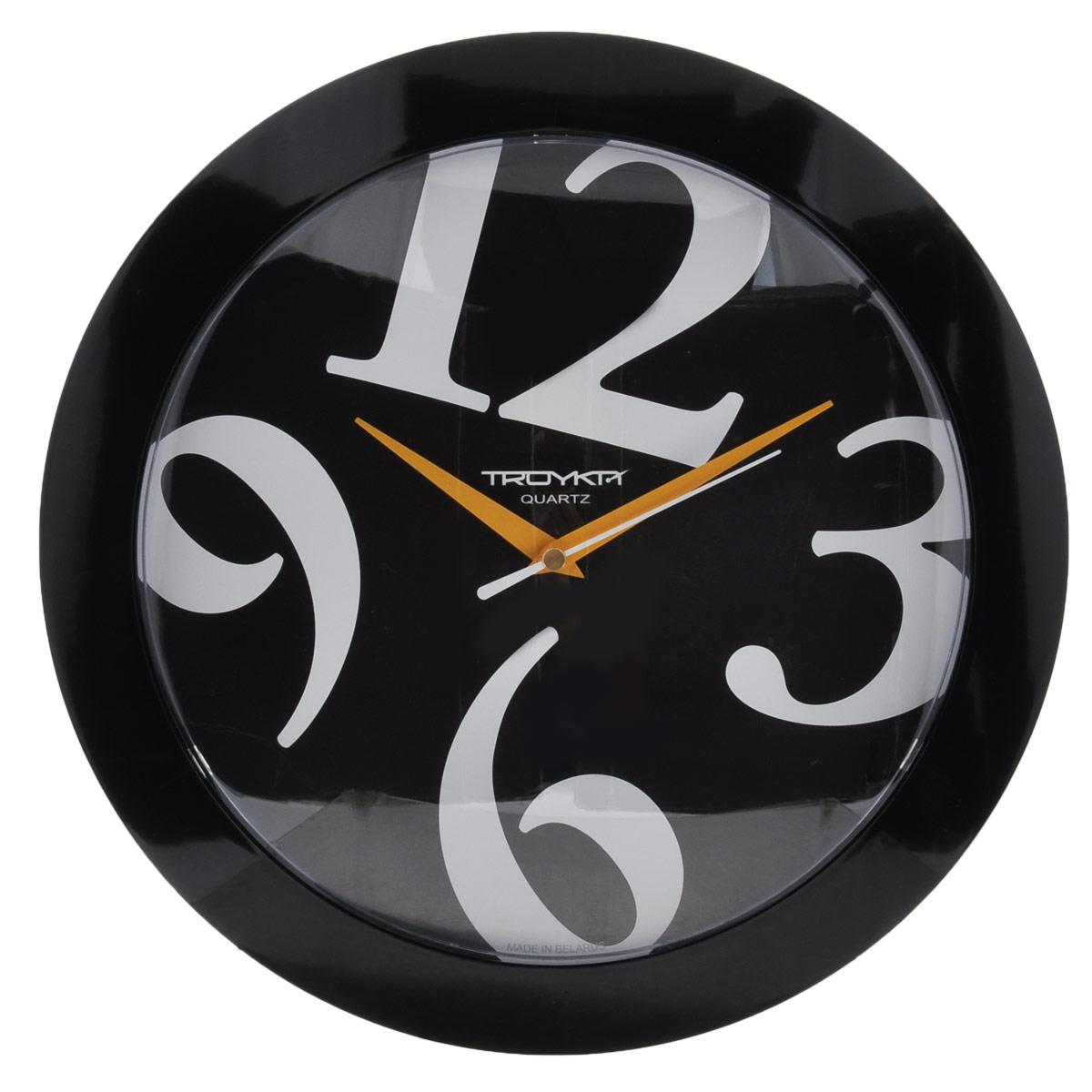 Часы настенные Troyka Веселые цифры, цвет: черный, серебристый. 5150051251500512Настенные кварцевые часы Troyka Веселые цифры, изготовленные из пластика, прекрасно подойдут под интерьер вашего дома. Круглые часы имеют три стрелки: часовую, минутную и секундную, циферблат защищен прозрачным пластиком. Диаметр часов: 30,5 см. Часы работают от 1 батарейки типа АА напряжением 1,5 В (входит в комплект).