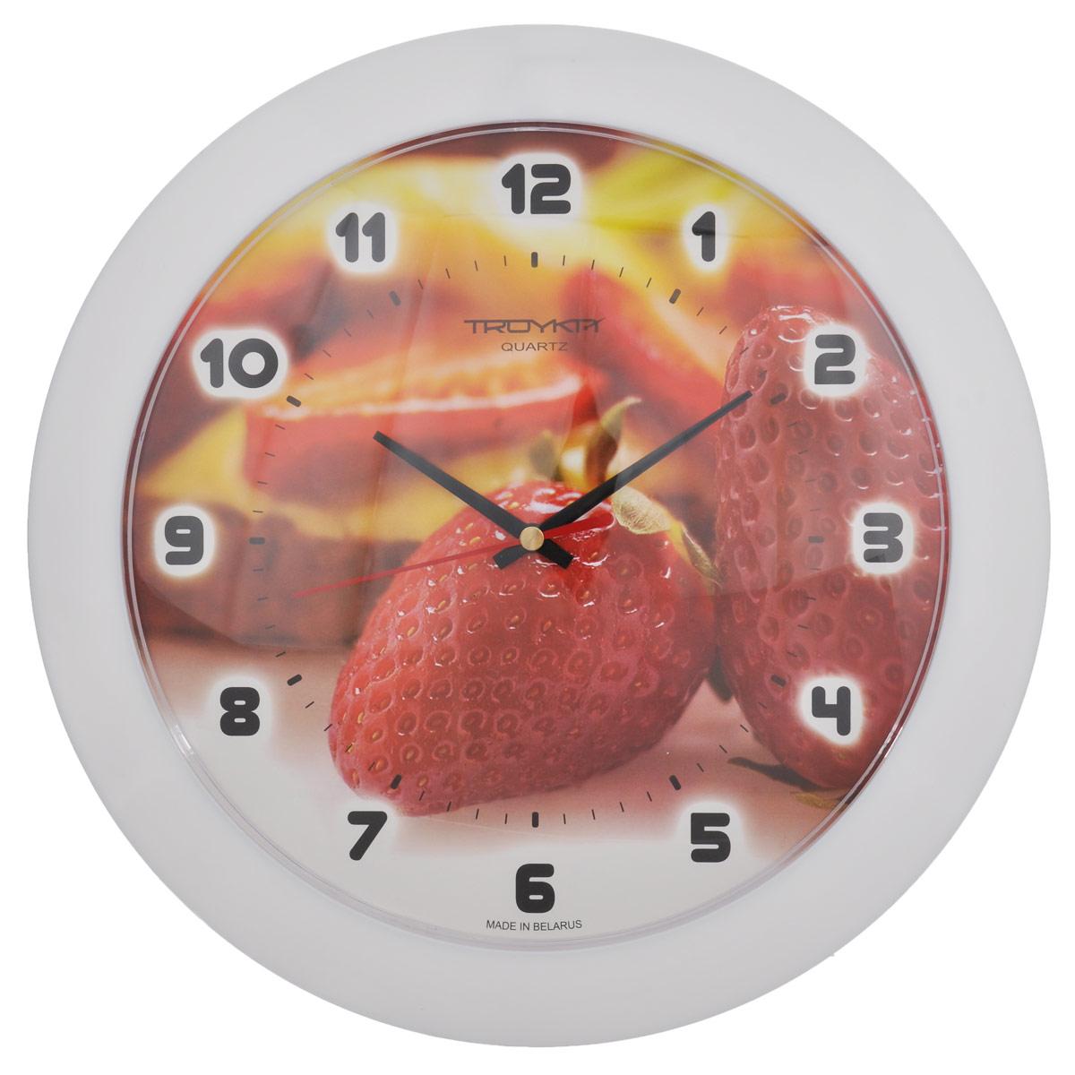 Часы настенные Troyka Клубничные ягоды, цвет: красный, белый. 5151053151510531Настенные кварцевые часы Troyka Клубничные ягоды, изготовленные из пластика, прекрасно подойдут под интерьер вашего дома. Круглые часы имеют три стрелки: часовую, минутную и секундную, циферблат украшен изображением клубники и защищен прозрачным пластиком. Диаметр часов: 30,5 см. Часы работают от 1 батарейки типа АА напряжением 1,5 В (входит в комплект).