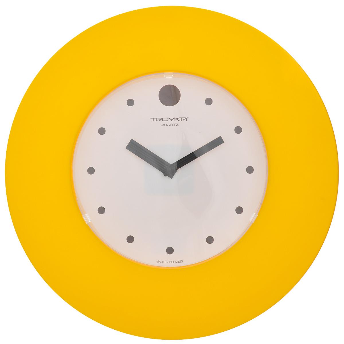 Часы настенные Troyka, цвет: белый, желтый, черный. 5555555655555556Настенные кварцевые часы с классическим дизайном Troyka, изготовленные из пластика, прекрасно подойдут под интерьер вашего дома. Круглые часы имеют три стрелки: часовую, минутную и секундную, циферблат защищен прозрачным пластиком. Диаметр часов: 37,5 см. Часы работают от 1 батарейки типа АА напряжением 1,5 В (входит в комплект).