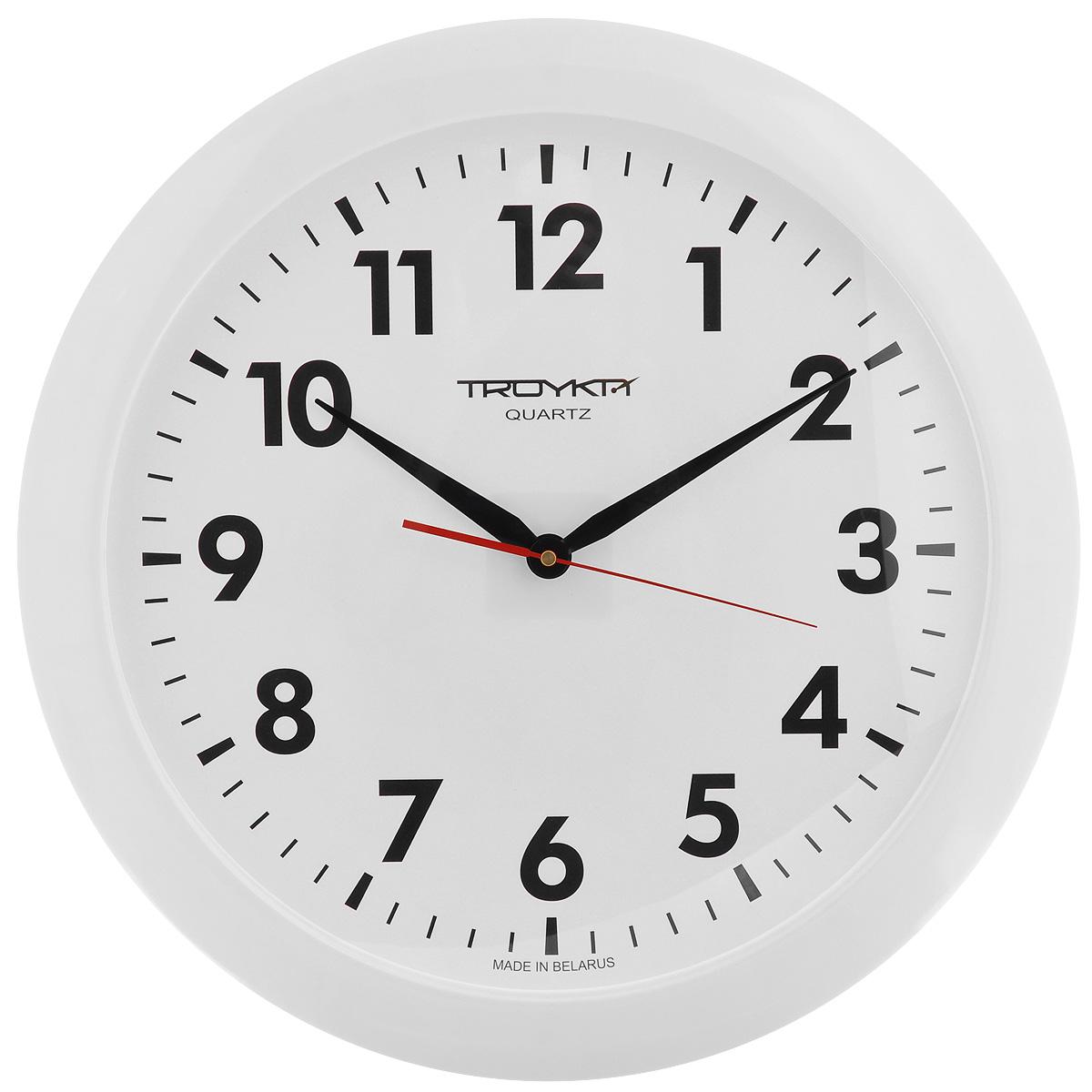 Часы настенные Troyka, цвет: белый. 6161061161610611Настенные кварцевые часы с классическим дизайном Troyka, изготовленные из пластика, прекрасно подойдут под интерьер вашего дома. Круглые часы имеют три стрелки: часовую, минутную и секундную, циферблат защищен прозрачным пластиком. Диаметр часов: 50 см. Часы работают от 1 батарейки типа АА напряжением 1,5 В (входит в комплект).