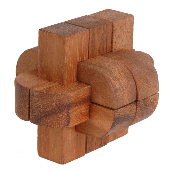 Dilemma Головоломка Колючка IQ126IQ126Головоломка Dilemma Колючка, выполненная из дерева, станет отличным подарком всем любителям головоломок! Головоломка для одного игрока. Представляет собой 6 деревянных элементов. Не менее трех элементов должны пересекаться под прямыми углами. Необходимо разобрать и собрать снова в трехмерную пересекающуюся конструкцию. Слишком сложно? Тогда вы можете воспользоваться подсказкой, которая находится в инструкции. Головоломка Dilemma Колючка стимулирует логику, пространственное мышление и мелкую моторику рук.