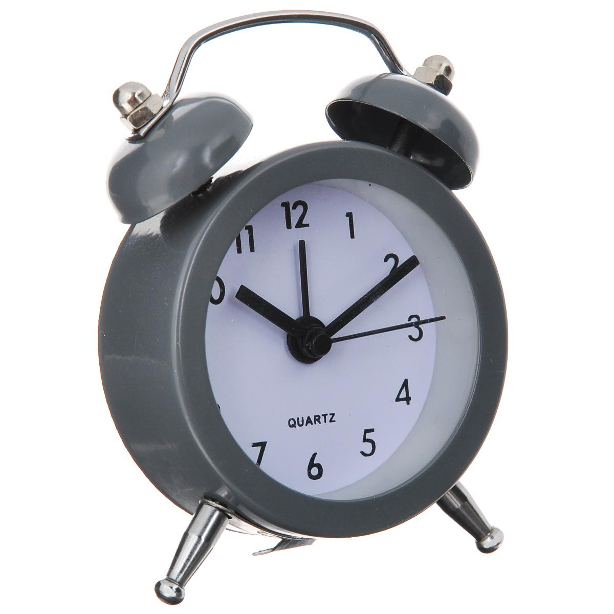 Часы-будильник Sima-land, цвет: серый. 720791720791Как же сложно иногда вставать вовремя! Всегда так хочется поспать еще хотя бы 5 минут и бывает, что мы просыпаем. Теперь этого не случится! Яркий, оригинальный будильник Sima-land поможет вам всегда вставать в нужное время и успевать везде и всюду. Будильник украсит вашу комнату и приведет в восхищение друзей. Эта уменьшенная версия привычного будильника умещается на ладони и работает так же громко, как и привычные аналоги. Время показывает точно и будит в установленный час. На задней панели будильника расположены переключатель включения/выключения механизма, а также два колесика для настройки текущего времени и времени звонка будильника. Будильник работает от 1 батарейки типа LR44 (входит в комплект).