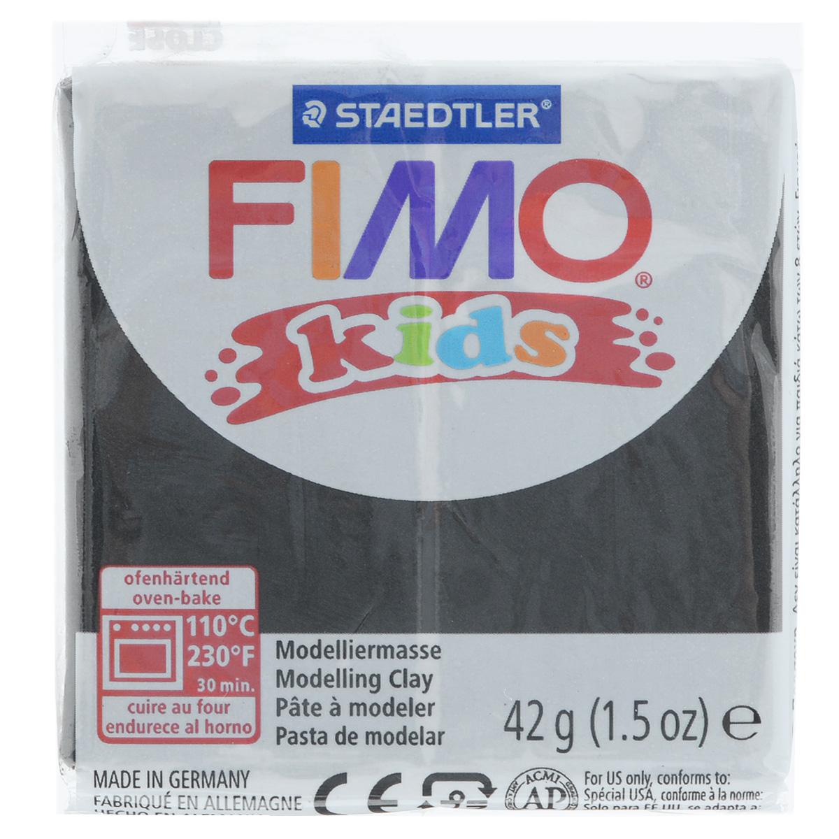 Полимерная глина для детей Fimo Kids, цвет: черный (9), 42 г8030-9Мягкая глина на полимерной основе (пластика) Fimo Kids идеально подходит для лепки небольших изделий (украшений, скульптурок, кукол) и для моделирования. Глина обладает отличными пластичными свойствами, хорошо размягчается и лепится, легко смешивается между собой, благодаря чему можно создать огромное количество поделок любых цветов и оттенков, не имеет запаха. Идеально подходит для работы с детьми. Блок разделен на 2 сегмента, что позволяет легче разделять глину на порции. В домашних условиях готовая поделка выпекается в духовом шкафу при температуре 110°С в течении 15-30 минут (в зависимости от величины изделия). Отвердевшие изделия могут быть раскрашены акриловыми красками, покрыты лаком, склеены друг с другом или с другими материалами.