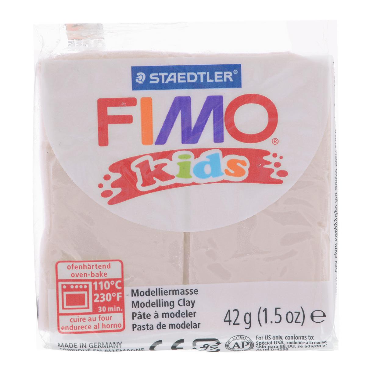 Полимерная глина для детей Fimo Kids, цвет: телесный (43), 42 г8030-43Мягкая глина на полимерной основе (пластика) Fimo Kids идеально подходит для лепки небольших изделий (украшений, скульптурок, кукол) и для моделирования. Глина обладает отличными пластичными свойствами, хорошо размягчается и лепится, легко смешивается между собой, благодаря чему можно создать огромное количество поделок любых цветов и оттенков, не имеет запаха. Идеально подходит для работы с детьми. Блок разделен на 2 сегмента, что позволяет легче разделять глину на порции. В домашних условиях готовая поделка выпекается в духовом шкафу при температуре 110°С в течении 15-30 минут (в зависимости от величины изделия). Отвердевшие изделия могут быть раскрашены акриловыми красками, покрыты лаком, склеены друг с другом или с другими материалами.