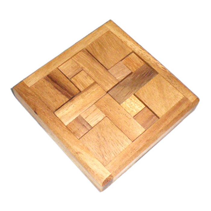 Dilemma Головоломка 4 ZIQ431Головоломка Dilemma 4 Z, выполненная из дерева, станет отличным подарком всем любителям головоломок! Выньте четыре Z-образных элемента из коробки и попытайтесь уложить их обратно в рамку. Сложно? Воспользуйтесь предложенным решением в качестве подсказки. Игра рассчитана на одного игрока. Головоломка Dilemma 4 Z стимулирует логику, пространственное мышление и мелкую моторику рук.