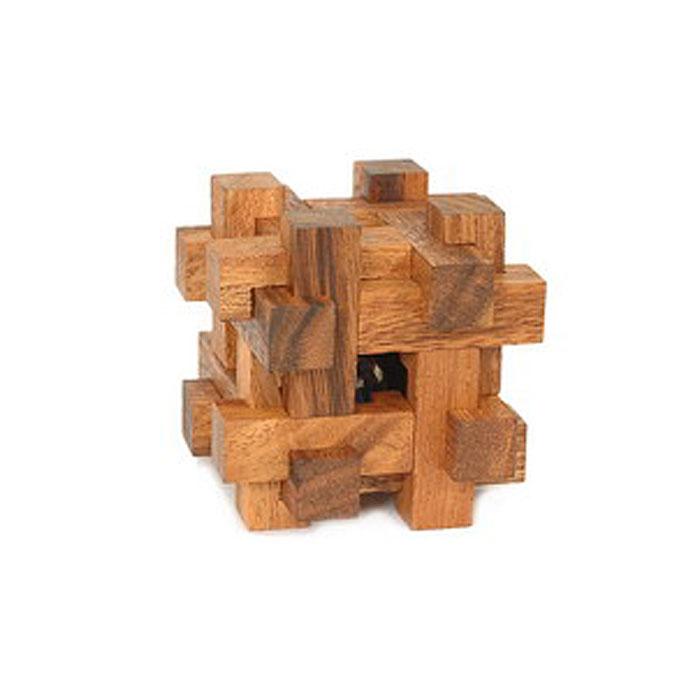 Dilemma Головоломка Шар в крепостиIQ.181 SГоловоломка Dilemma Шар в крепости, выполненная из дерева, станет отличным подарком всем любителям головоломок! Головоломка для одного игрока и представлена в виде куба из 12 деревянных элементов. Попытайтесь освободить шар (это не так сложно), а затем снова заключите его в куб (это непросто). Если слишком сложно, то вы можете воспользоваться подсказкой в инструкции. Головоломка Dilemma Шар в крепости стимулирует логику, пространственное мышление и мелкую моторику рук.