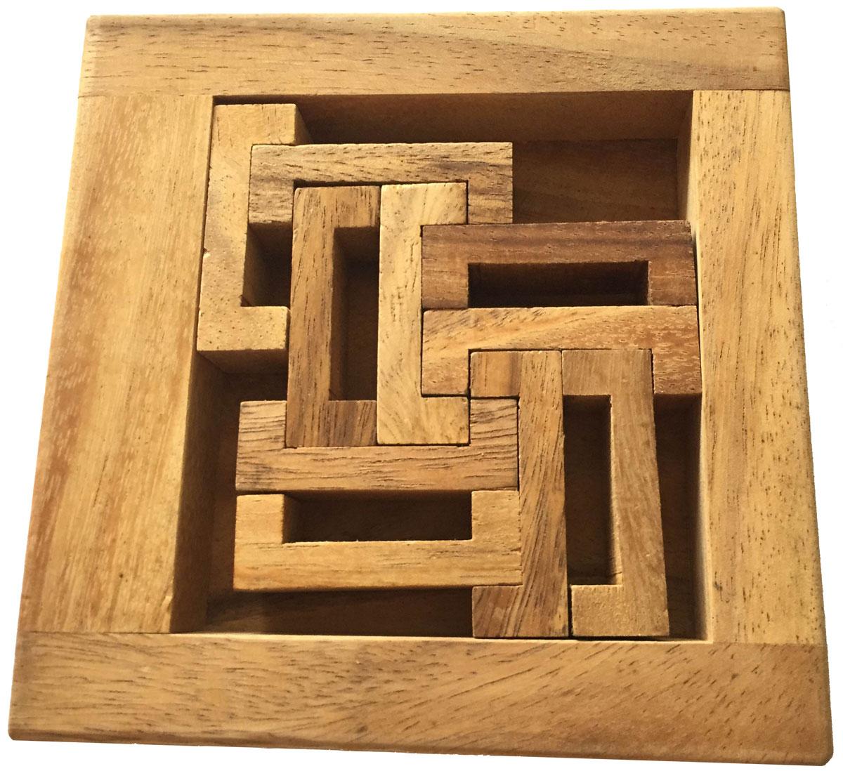 Dilemma Головоломка С BoxIQ346Головоломка Dilemma С-Box, выполненная из дерева, станет отличным подарком всем любителям головоломок! Головоломка для одного игрока. Существует два способа игры в этот пазл. Способ 1: Для решения головоломки вы должны попытаться сложить все деревянные блоки в форме букв С в рамку, это несложно. Но не расслабляйтесь. Сейчас будет сложнее. Способ 2: Попытайтесь сложить все элементы внутрь рамки, объединив их в пять пар. Каждая пара должна состоять из двух С-блоков, установленных под прямым углом друг к другу. Головоломка Dilemma С-Box стимулирует логику, пространственное мышление и мелкую моторику рук.