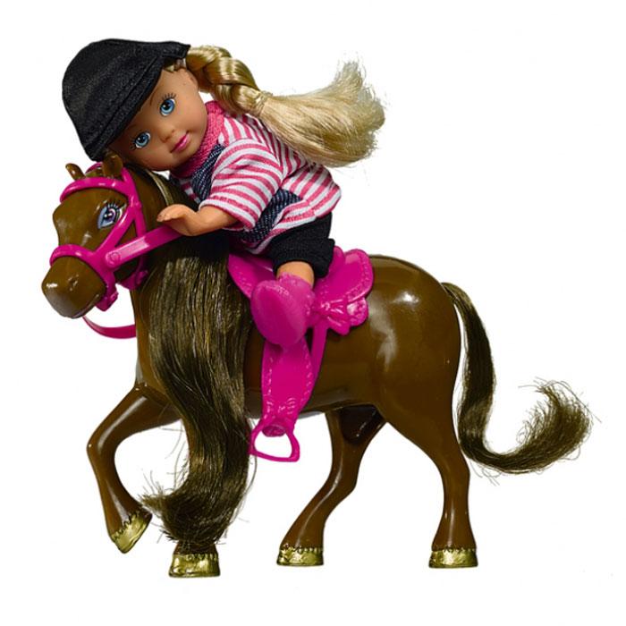 Кукла Simba Еви с пони5737464Кукла Simba Еви с пони порадует любую девочку и надолго увлечет ее. Малышка Еви собралась на конную прогулку! Она одета в удобную полосатую кофточку и черные жокейские брюки, на голове у нее - защитная каска. Вашей дочурке непременно понравится заплетать длинные белокурые волосы куклы, придумывая разнообразные прически. В комплект входит фигурка пони с седлом и сбруей. Длинную мягкую гриву лошадки можно расчесывать и заплетать. Руки, ноги и голова куклы подвижны, благодаря чему ей можно придавать разнообразные позы. Игры с куклой способствуют эмоциональному развитию, помогают формировать воображение и художественный вкус, а также разовьют в вашей малышке чувство ответственности и заботы. Великолепное качество исполнения делают эту куколку чудесным подарком к любому празднику.