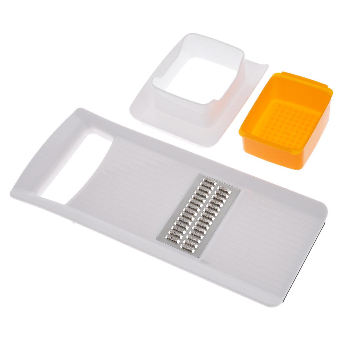 Терка Tescoma Жульен, цвет: белый, оранжевый643854Терка Tescoma Жульен, изготовленная из прочного пластика с дополнительным острым лезвием из высококачественной нержавеющей стали, отлично подходит для быстрой нарезки соломкой моркови, сельдерея, белого редиса, картофеля. Нижнее основание изделия имеет силиконовую антискользящую вставку для комфортной работы. В комплект также входят пластиковая емкость и толкатель для безопасной нарезки. Можно мыть в посудомоечной машине. Размер терки: 28 см х 12 см х 1,5 см. Размер емкости: 9 см х 6,5 см х 4 см.