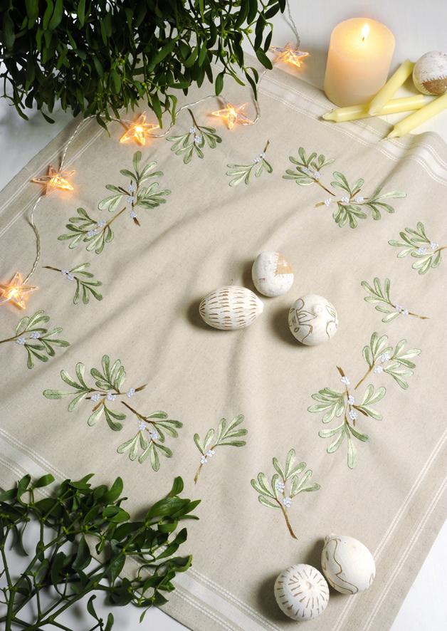 Набор для вышивания скатерти крестом Royal Paris Mistletoe, 80 см х 80 см