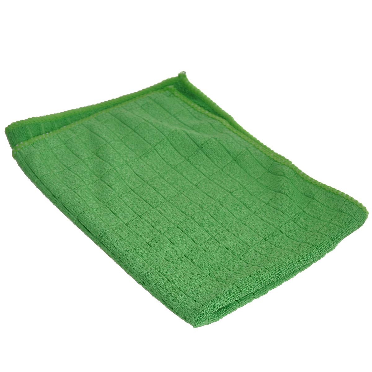 Салфетка для мытья и полировки автомобиля Sapfire Micro Lines, цвет: зеленый, 30 х 40 см3005-SFMСалфетка Sapfire Micro Lines выполнена из высококачественного полиэстера и полиамида. Каждая нить после специальной химической обработки расщепляется на 12-16 клиновидных микроволокон. Микрофибровое полотно удаляет грязь с поверхности намного эффективнее, быстрее и значительно более бережно в сравнении с обычной тканью, что существенно снижает время на проведение уборки, поскольку отсутствует необходимость протирать одно и то же место дважды. Использовать салфетку можно для чистки как наружных, так и внутренних поверхностей автомобиля. Используя подобную мягкую ткань, можно проникнуть даже в самые труднодоступные места и эффективно очистить от пыли и бактерий все поверхности. Микрофибра устойчива к истиранию, ее можно быстро вернуть к первоначальному виду с помощью машинной стирки при малом количестве моющих средств. Состав: 80% полиэстер, 20% полиамид.