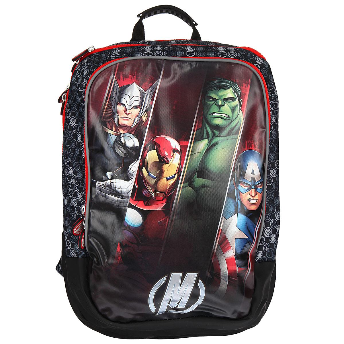 Рюкзак школьный Мстители, цвет: черный, серый, красный. 2590225902Вместительный ортопедический рюкзак Мстители обязательно понравится вашему школьнику. Он выполнен из прочного и водонепроницаемого материла черного, серого и красного цветов и оформлен изображением героев из мультсериала Мстители. Содержит два вместительных отделения, закрывающиеся на застежки- молнии с двумя бегунками. Бегунки застежки дополнены прорезиненными держателями. В большом отделении имеется прорезной карман на молнии. Лицевая сторона рюкзака оснащена накладным карманом на застежке- молнии, внутри которого расположены три кармашка для канцелярских принадлежностей. Ортопедическая спинка равномерно распределяет нагрузку на плечевые суставы и спину. Конструкция спинки дополнена эргономичными подушечками, противоскользящей сеточкой и системой вентиляции для предотвращения запотевания спины ребенка. Мягкие широкие лямки позволяют легко и быстро отрегулировать рюкзак в соответствии с ростом. Рюкзак оснащен эргономичной ручкой для удобной переноски в руке....