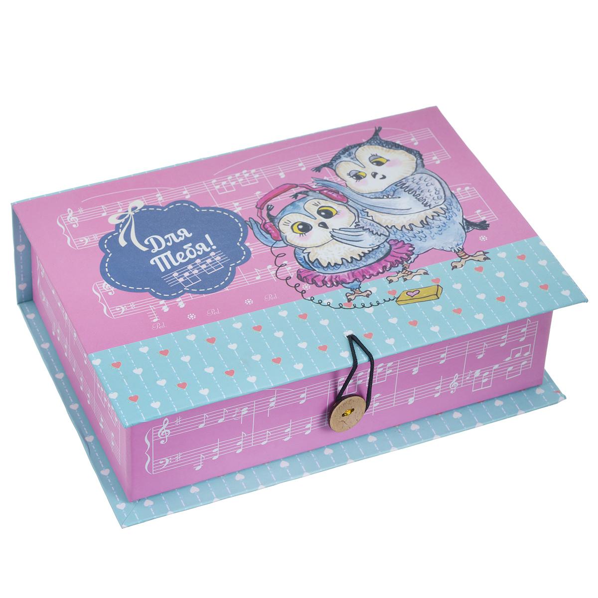 Подарочная коробка Совята, 18 х 12 х 5 см39468Подарочная коробка Совята выполнена из плотного картона. Изделие оформлено изображением совят и надписью Для тебя!. Коробка закрывается на пуговицу. Подарочная коробка - это наилучшее решение, если вы хотите порадовать ваших близких и создать праздничное настроение, ведь подарок, преподнесенный в оригинальной упаковке, всегда будет самым эффектным и запоминающимся. Окружите близких людей вниманием и заботой, вручив презент в нарядном, праздничном оформлении. Плотность картона: 1100 г/м2.