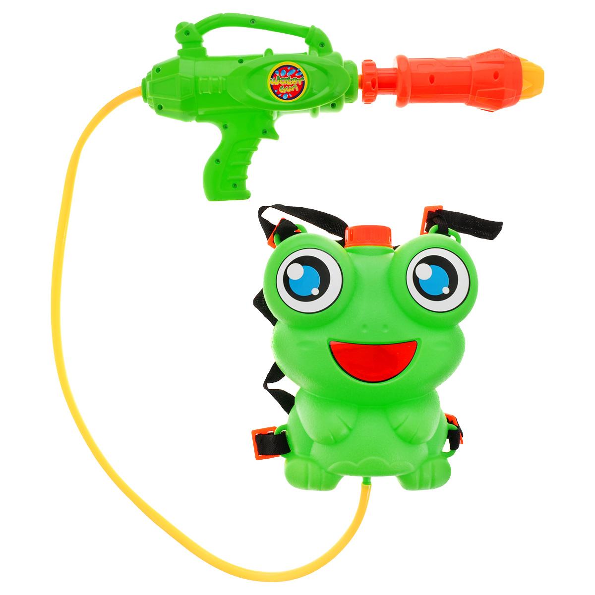 Bebelot Водный автомат Водомет, с ранцем-лягушонкомBEB1106-022Bebelot Водный автомат Водомет с ранцем-лягушонком станет отличным развлечением для детей в жаркую летнюю погоду. Изделие выполнено из прочного качественного пластика ярких цветов и оснащено резервуаром для воды. Контейнер для воды, изготовленный в виде забавной лягушки, можно носить как ранец. Автомат будет автоматически пополняться водой, что продлит время игры. Игры с водой подарят много радости и удовольствия вашему ребенку!
