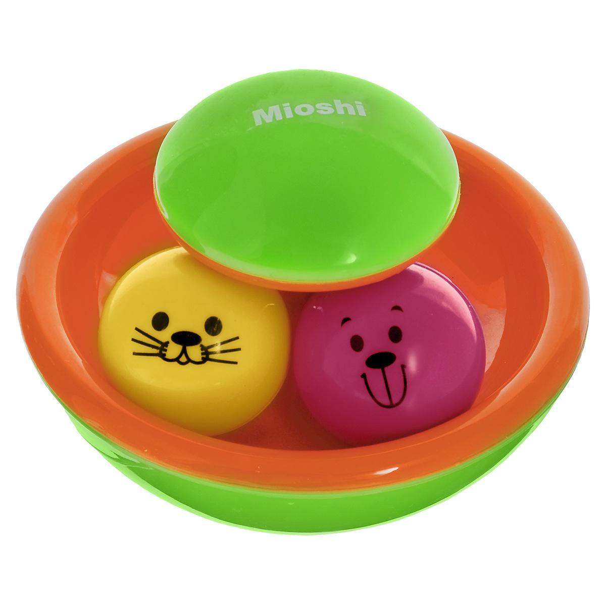 Погремушка Mioshi Неваляшка, цвет: оранжевый, зеленыйTY9032Яркая, разноцветная, приятная на ощупь погремушка Mioshi Неваляшка непременно станет любимой игрушкой вашей крохи! Дети в раннем возрасте всегда очень любознательны, они тщательно исследуют все, что попадает им в руки. Игрушки Mioshi созданы специально для малышей, которые только начинают познавать этот волшебный мир. Игра с неваляшкой способствует развитию мелкой моторики, восприятия формы и цвета предметов, а также слуха и зрения. Яркие шарики никогда не опрокинуться - это забавно и полезно для развития мышления и наблюдательности. неваляшка. Заботясь о здоровье и безопасности малышей, Mioshi выпускает только качественную продукцию, которая прошла сертификацию.