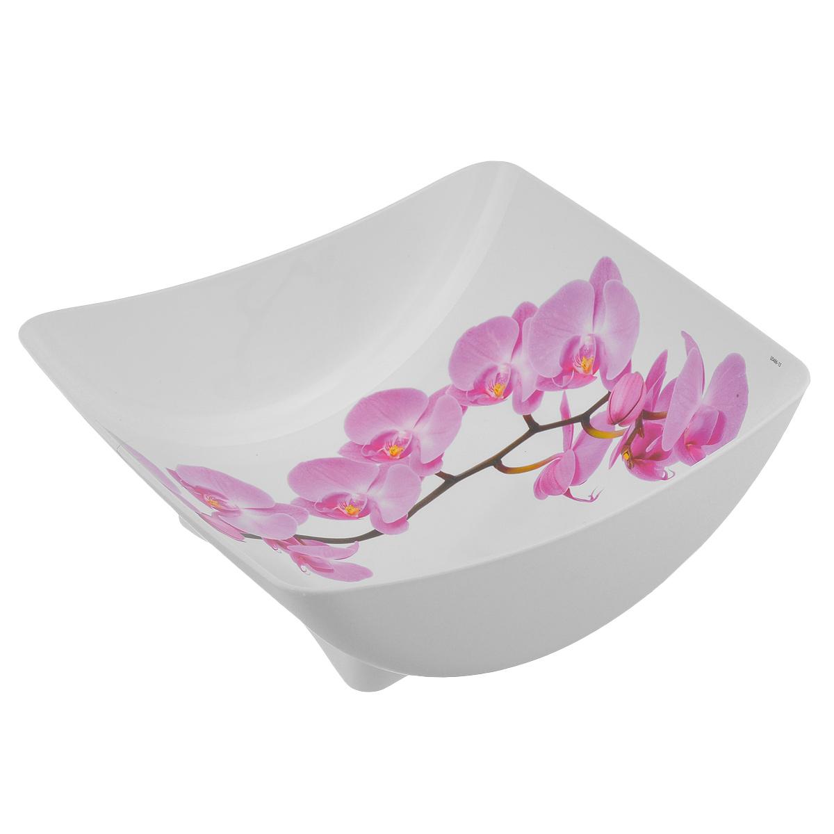 Салатник Idea Деко. Орхидея, квадратный, 2 лМ 1333Салатник Idea Орхидея изготовлен из высококачественного полипропилена и идеально подходит для сервировки стола. Такой салатник не только украсит ваш кухонный стол и подчеркнет прекрасный вкус хозяйки, но и станет отличным подарком. Можно мыть в посудомоечной машине. Размер салатника (по верхнему краю): 23,5 см х 21,5 см. Высота салатника: 8,5 см. Объем салатника: 2 л.