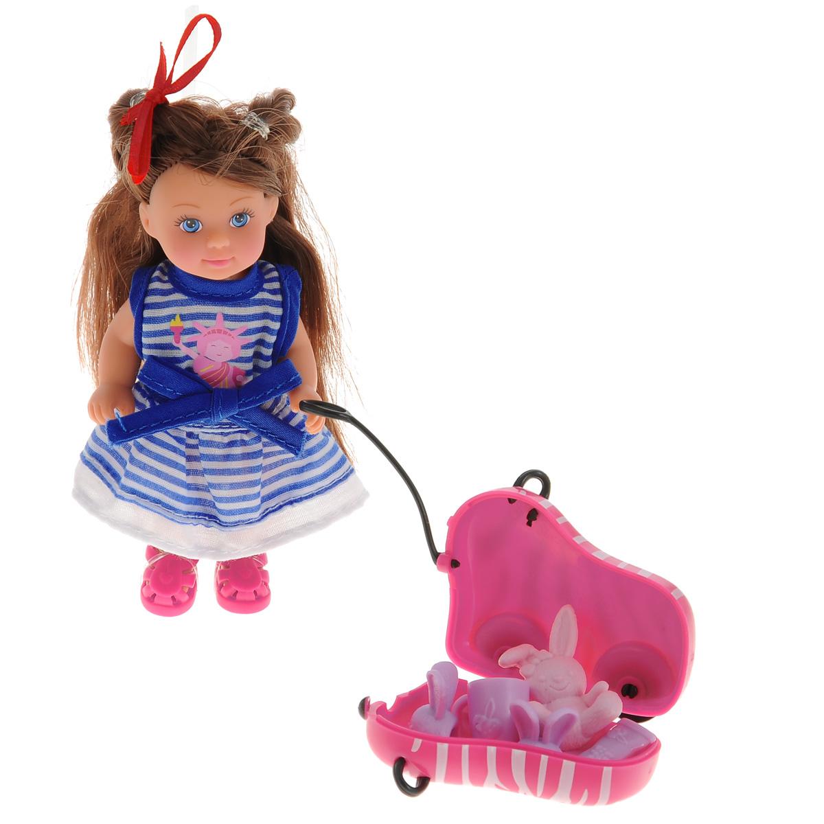Simba Мини-кукла Еви с чемоданом на колесиках5730942Кукла Simba Еви с чемоданом на колесиках порадует любую девочку и надолго увлечет ее. Малышка Еви одета в очаровательное платье, оформленное актуальным принтом в полоску и украшенное изображением статуи Свободы. Вашей дочурке непременно понравится заплетать длинные каштановые волосы куклы, придумывая разнообразные прически. В комплект также входят дополнительные аксессуары - чемодан на колесиках, игрушка-зайчик, чашка, зубная щетка, тюбик зубной пасты, тапочки. Все аксессуары выполнены из прочного пластика. Руки, ноги и голова куклы подвижны, благодаря чему ей можно придавать разнообразные позы. Колесики чемодана вращаются. Игры с куклой способствуют эмоциональному развитию, помогают формировать воображение и художественный вкус, а также разовьют в вашей малышке чувство ответственности и заботы. Великолепное качество исполнения делают эту куколку чудесным подарком к любому празднику.
