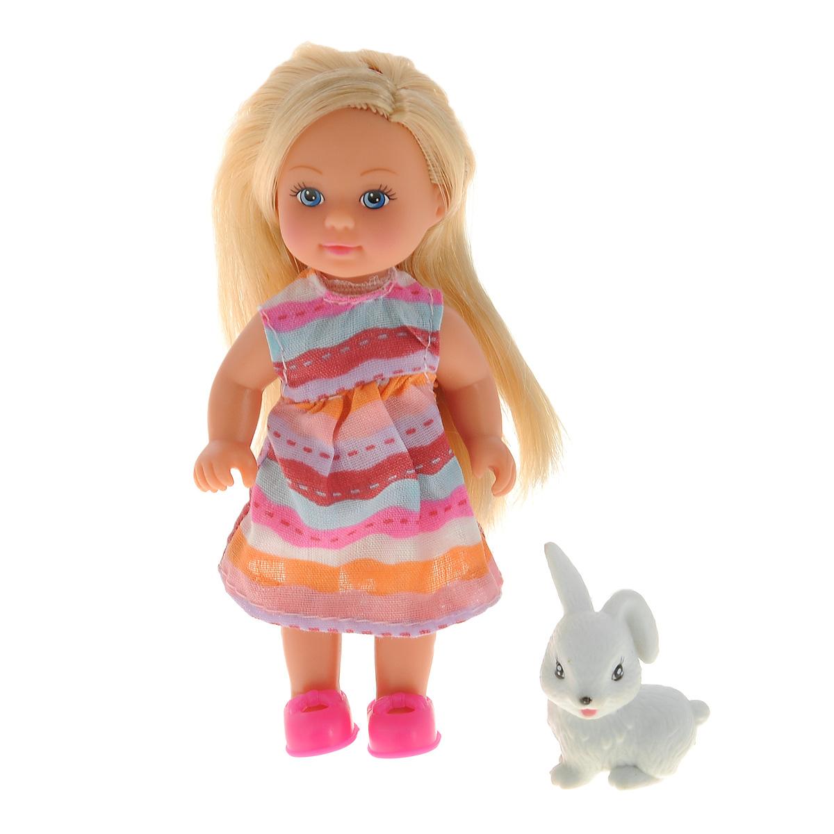 Simba Мини-кукла Еви с зверюшкой5730513Кукла Simba Еви с зверюшкой порадует любую девочку и надолго увлечет ее. В комплект входит куколка Еви и ее питомец - белый кролик. Малышка Еви одета в платье, оформленное стильным принтом в полоску, на ногах у нее - розовые туфельки. Вашей дочурке непременно понравится заплетать длинные белокурые волосы куклы, придумывая разнообразные прически. Руки, ноги и голова куклы подвижны, благодаря чему ей можно придавать разнообразные позы. Игры с куклой способствуют эмоциональному развитию, помогают формировать воображение и художественный вкус, а также разовьют в вашей малышке чувство ответственности и заботы. Великолепное качество исполнения делают эту куколку чудесным подарком к любому празднику.