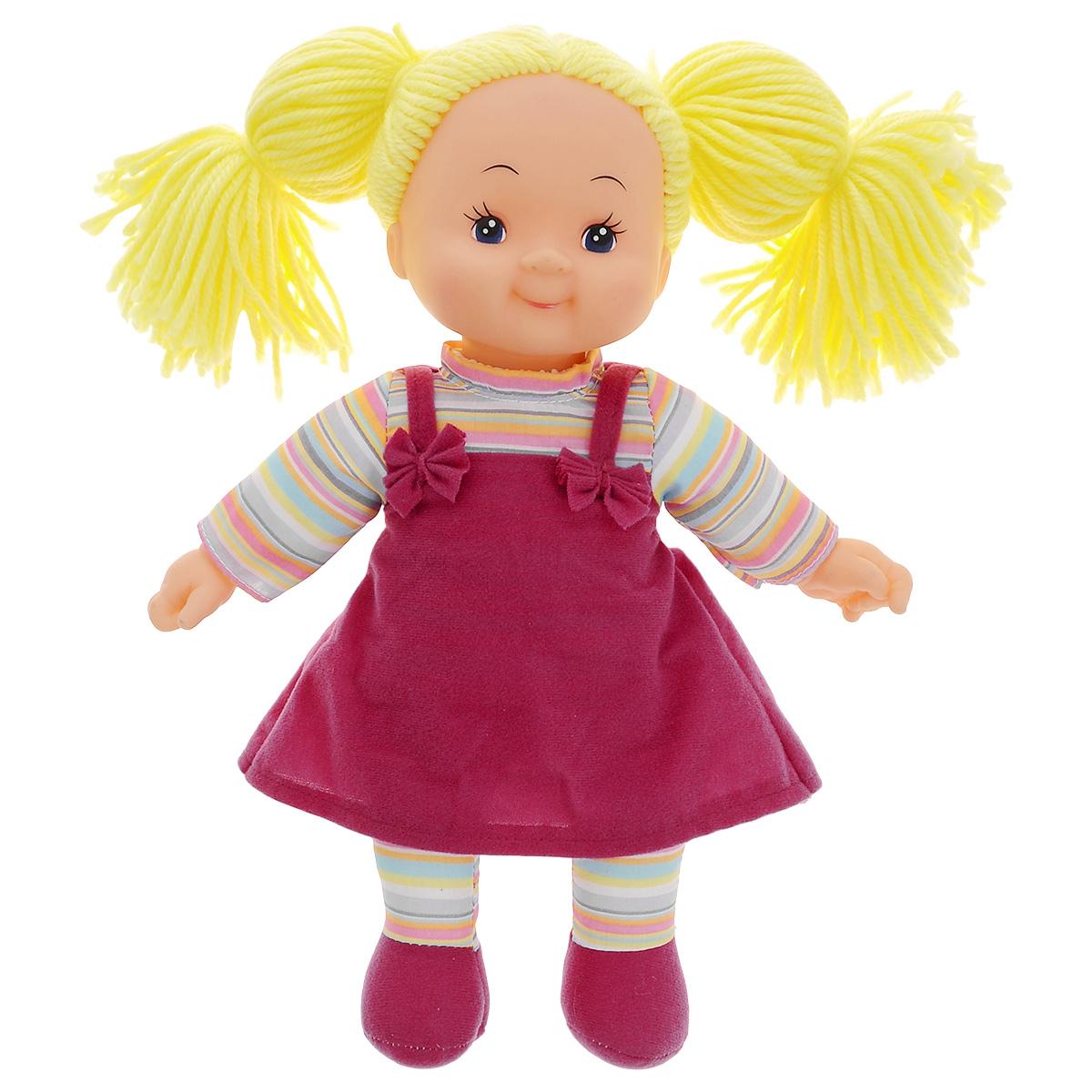 Simba Кукла мягкая цвет платья сиреневый5112238_волосы желтые, платье сиреневоеМягкая кукла Simba непременно понравится малышке, она быстро привлечет внимание своей яркой расцветкой, добрым взглядом и красивым праздничным нарядом. Малышка с удовольствием придумает много детских игр, которые от души порадуют девочку и подарят хорошее настроение на целый день. Красивая и мягкая на ощупь кукла обязательно заинтересует малышку и увлечет ее в мир удивительных игр. Кукла одета в праздничное платье сиреневого цвета. Очаровательные волосы желтого цвета, сплетенные из нитей, дополняют прекрасный образ куклы. Мягкая кукла Simba развивают тактильную чувствительность, стимулируют зрительное восприятие, хватательные рефлексы и моторику рук.