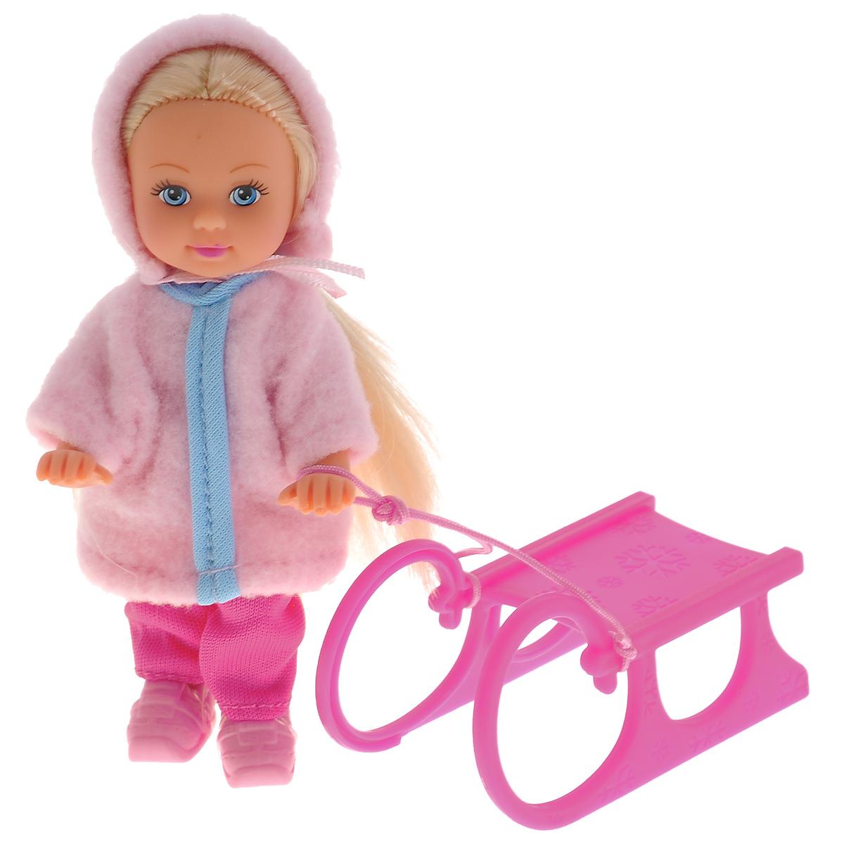 Simba Мини-кукла Еви на санях5735866Кукла Simba Еви на санях порадует любую девочку и надолго увлечет ее. В комплект входит кукла Еви и зимние сани. Малышка Еви обожает подвижные зимние игры. Кукла одета в теплую шубку из мягкого текстильного материала и розовые брюки, на ногах у нее - зимние ботинки. Сани выполнены из прочного пластика и оснащены шнурком, за который куколка может держаться. Вашей дочурке непременно понравится заплетать длинные белокурые волосы куклы, придумывая разнообразные прически. Руки, ноги и голова куклы подвижны, благодаря чему ей можно придавать разнообразные позы. Игры с куклой способствуют эмоциональному развитию, помогают формировать воображение и художественный вкус, а также разовьют в вашей малышке чувство ответственности и заботы. Великолепное качество исполнения делают эту куколку чудесным подарком к любому празднику.