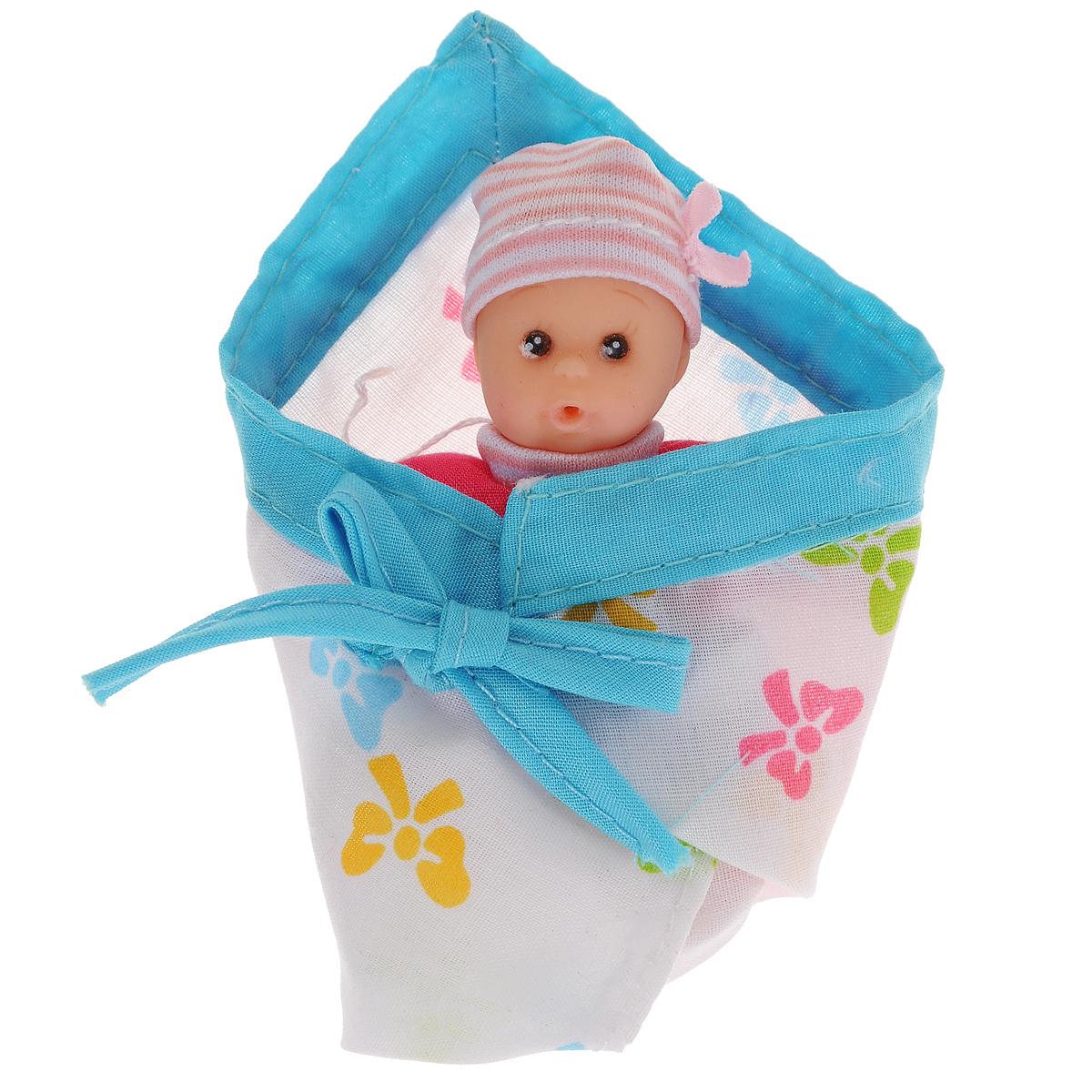 Пупс Simba New Born Laura, цвет: голубой5016668Пупс Simba New Born Laura непременно приведет в восторг вашу дочурку. Голова пупса выполнена из прочного пластика, а тело - мягконабивное. Очаровательный малыш одет в розовый комбинезон, на голове у него - чепчик в полоску. В комплект входит конверт для малыша на завязках. Игры с куклами способствуют эмоциональному развитию, помогают формировать воображение и художественный вкус, а также разовьют в вашей малышке чувство ответственности и заботы. Великолепное качество исполнения делают эту куколку чудесным подарком к любому празднику.